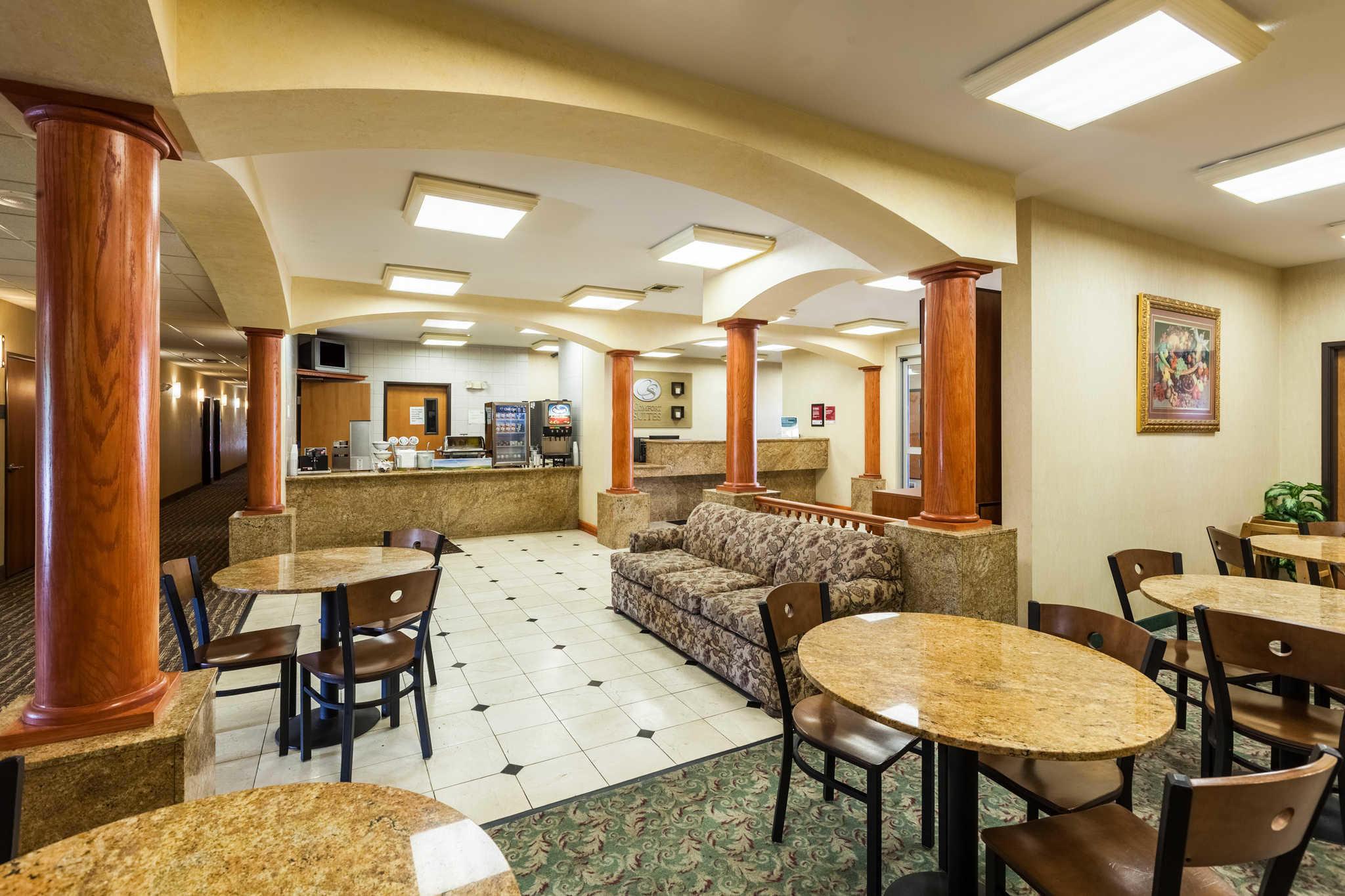 Comfort Suites Mesquite image 32