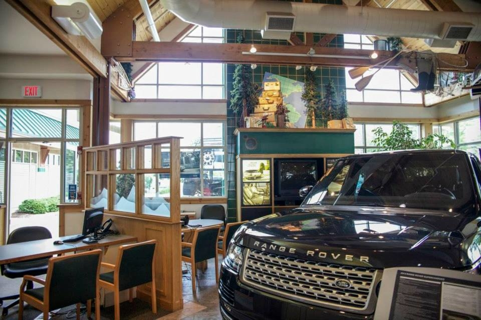 Land Rover Hoffman Estates image 12