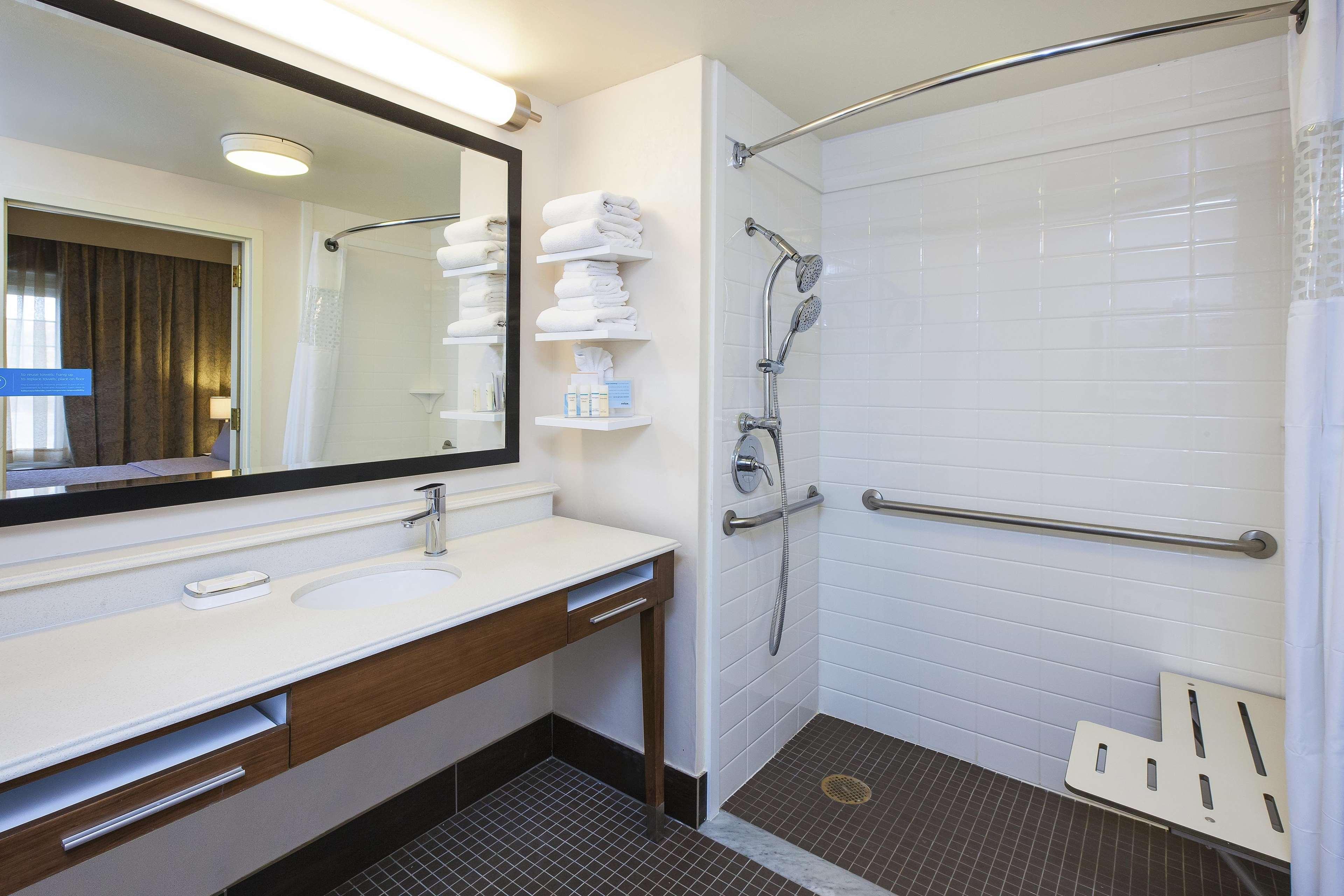 Hampton Inn & Suites Providence/Warwick-Airport image 39