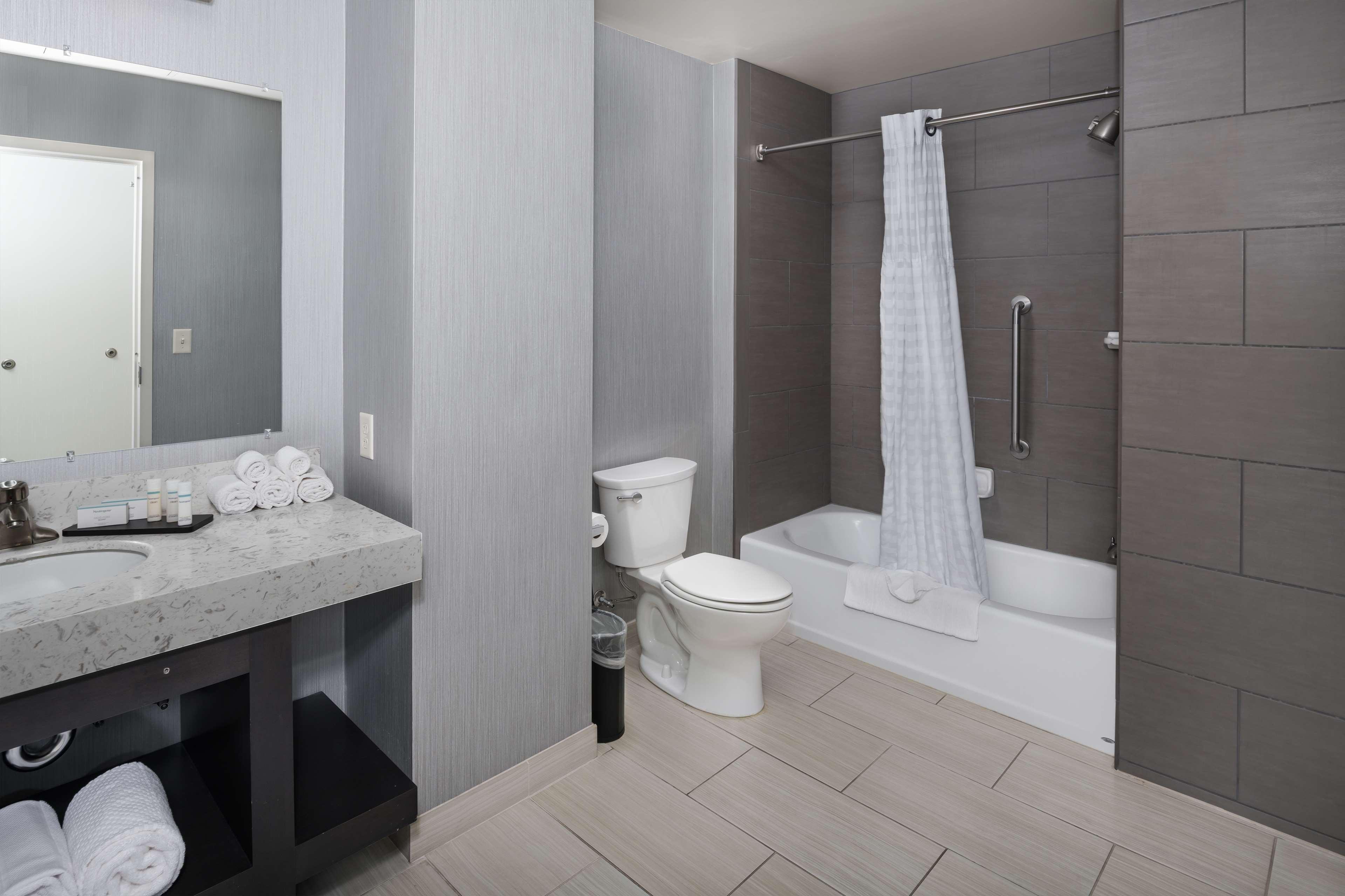 Embassy Suites by Hilton Portland Hillsboro, Oregon image 16