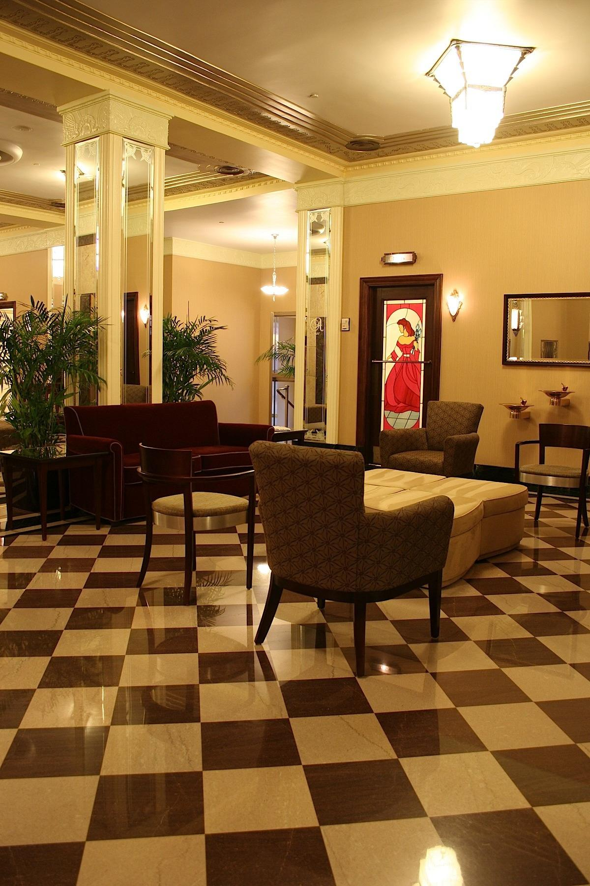 Ambassador Hotel Milwaukee image 1