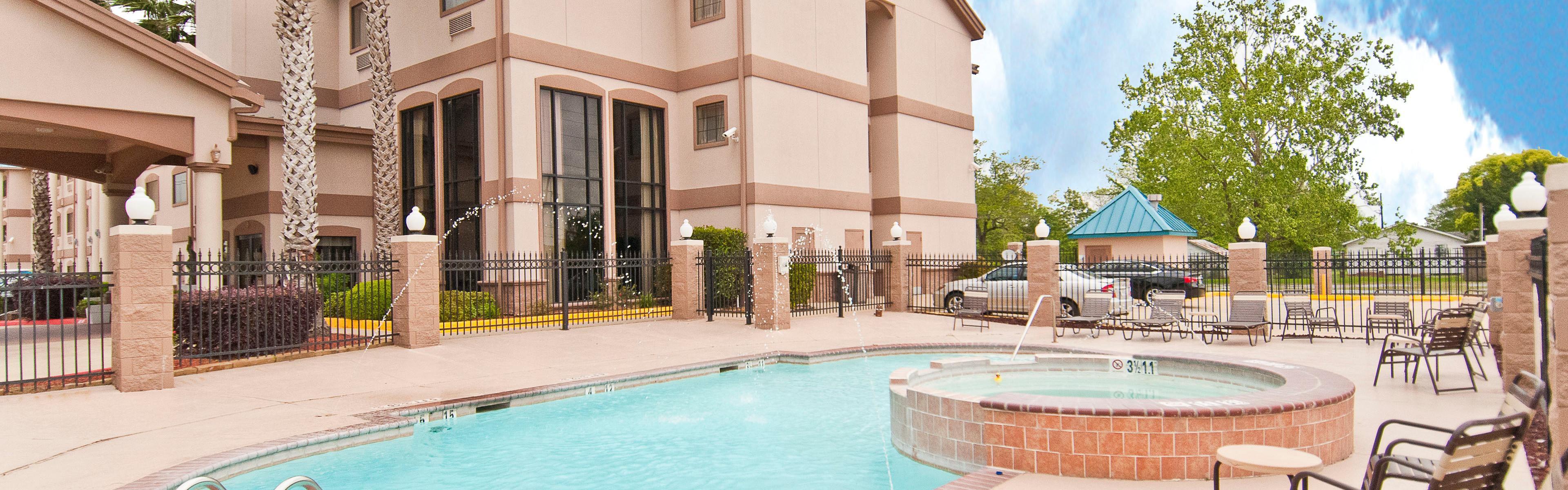 Holiday Inn Express & Suites Lake Charles image 2