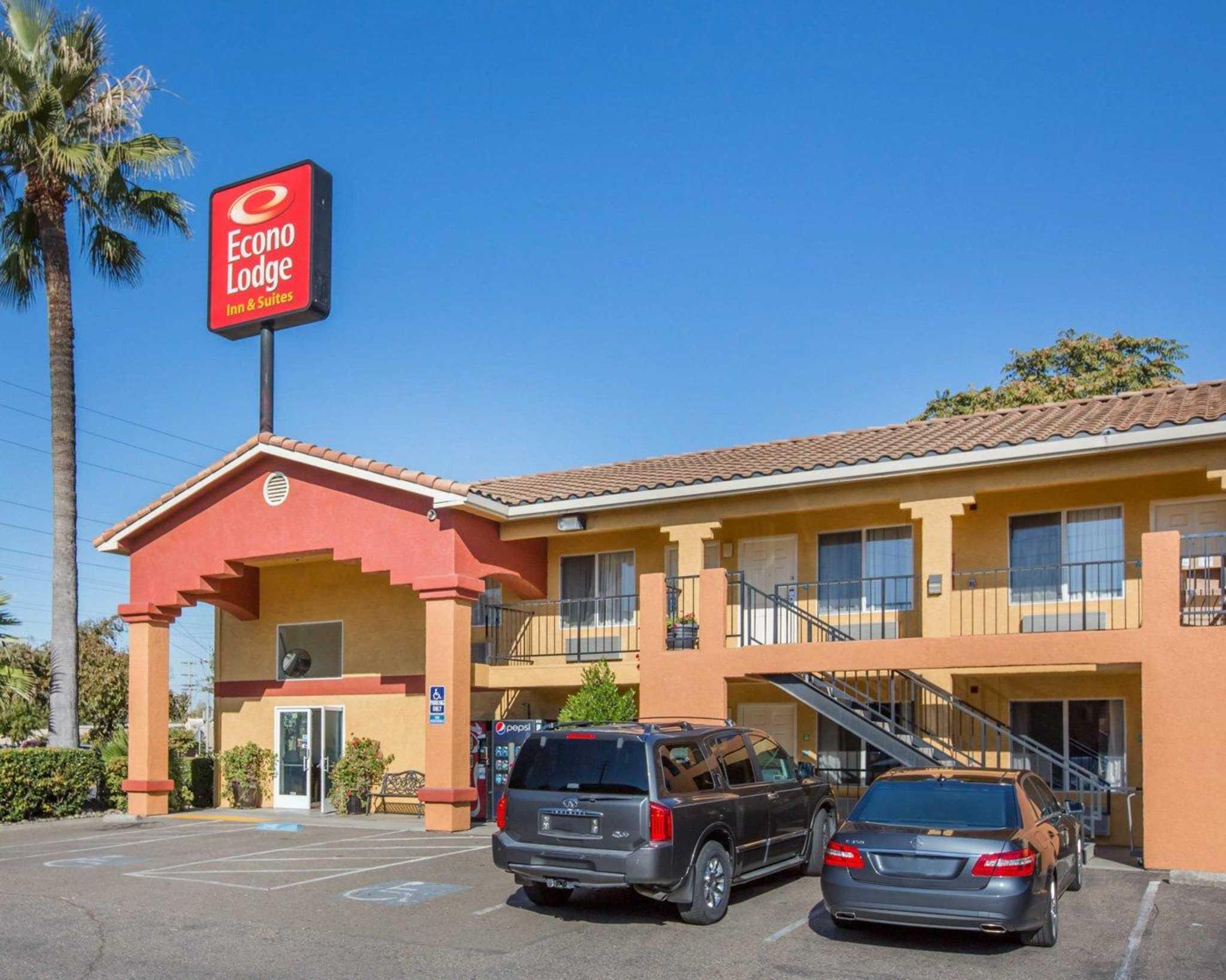 Econo Lodge Inn & Suites Lodi image 1