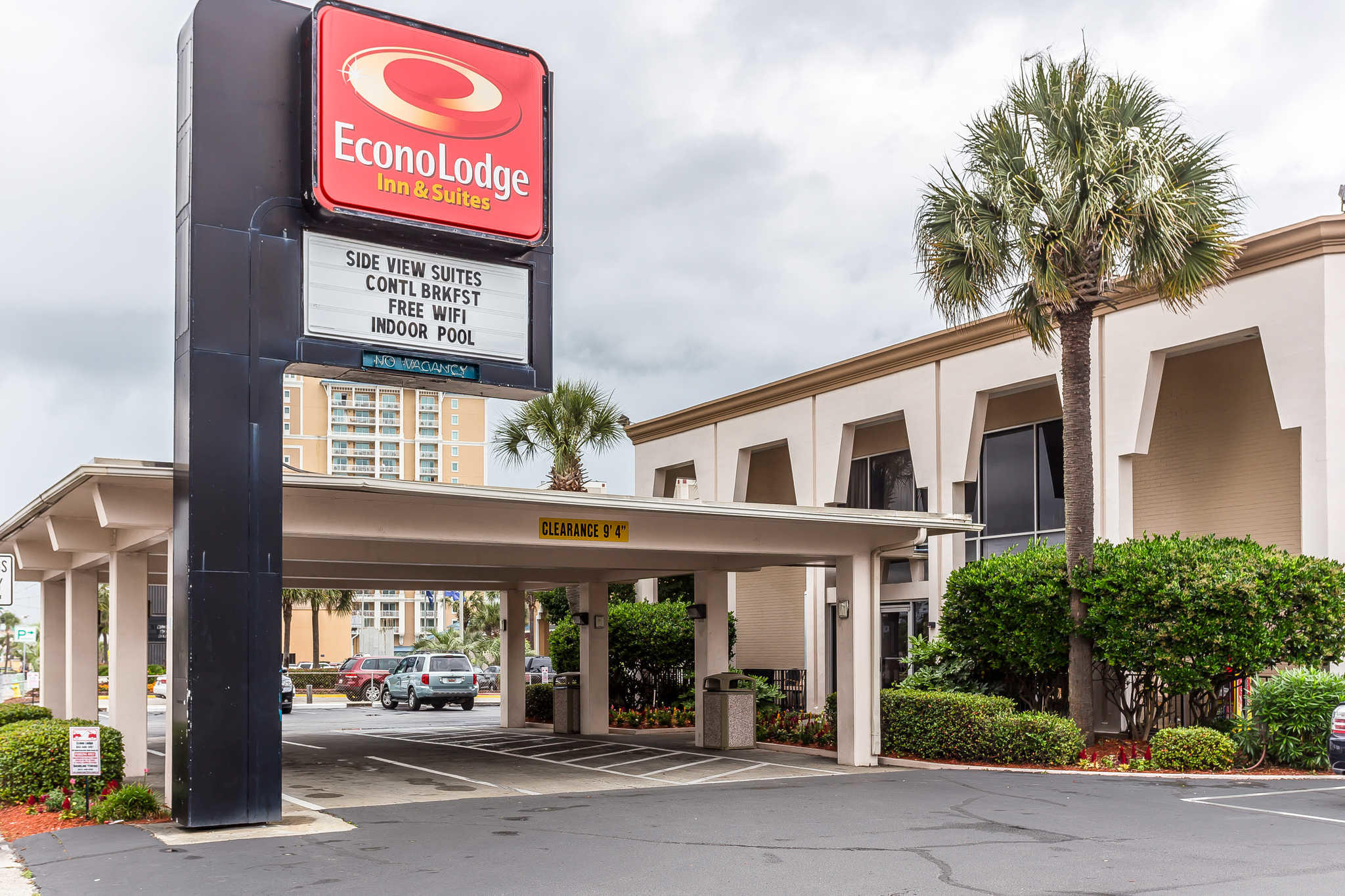 Econo Lodge Inn & Suites Beach Front Central image 0
