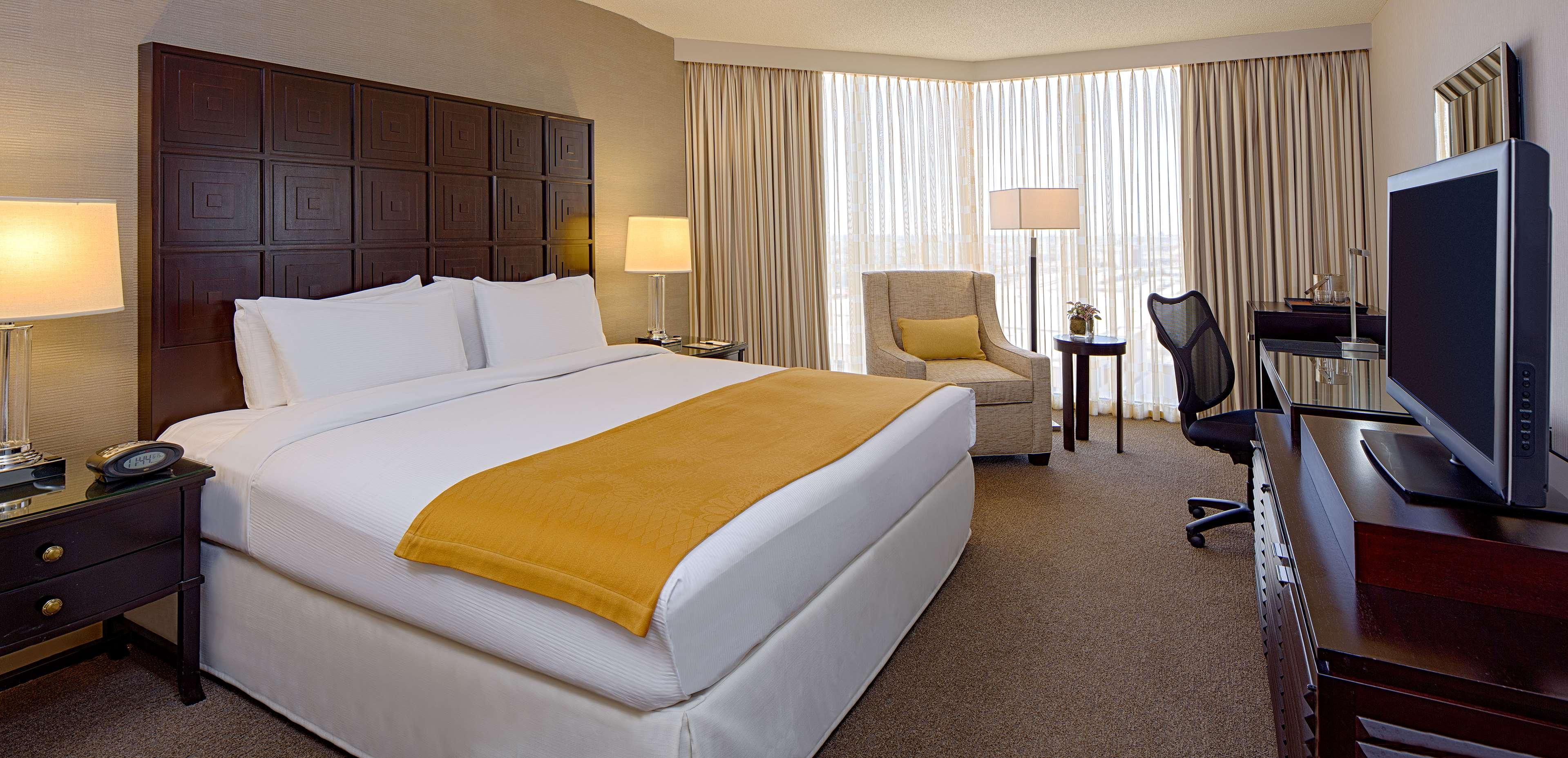DoubleTree by Hilton Hotel Houston - Greenway Plaza image 28