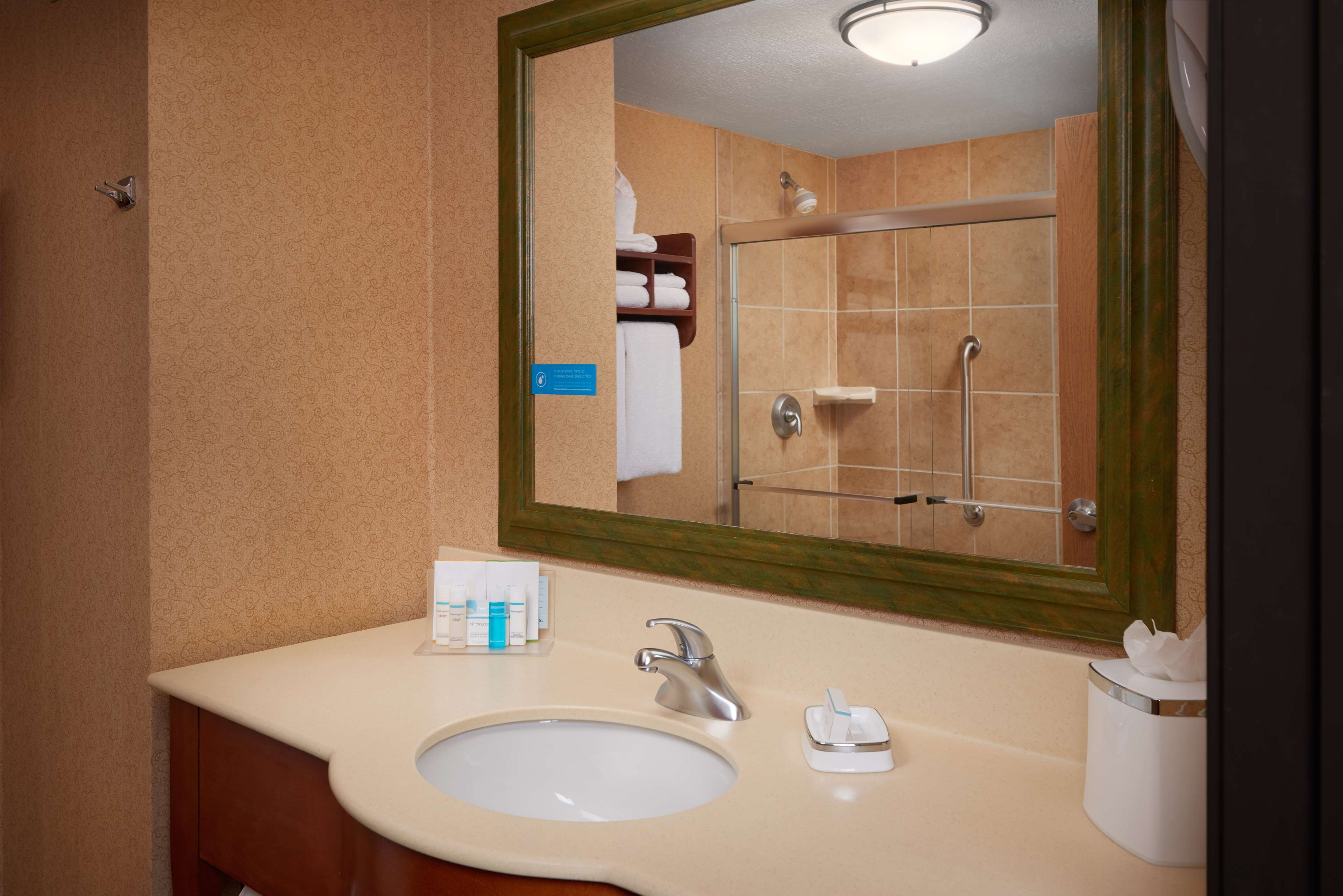 Hampton Inn Youngstown-West I-80 image 9