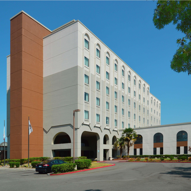 DoubleTree by Hilton Hotel Newark - Fremont image 2