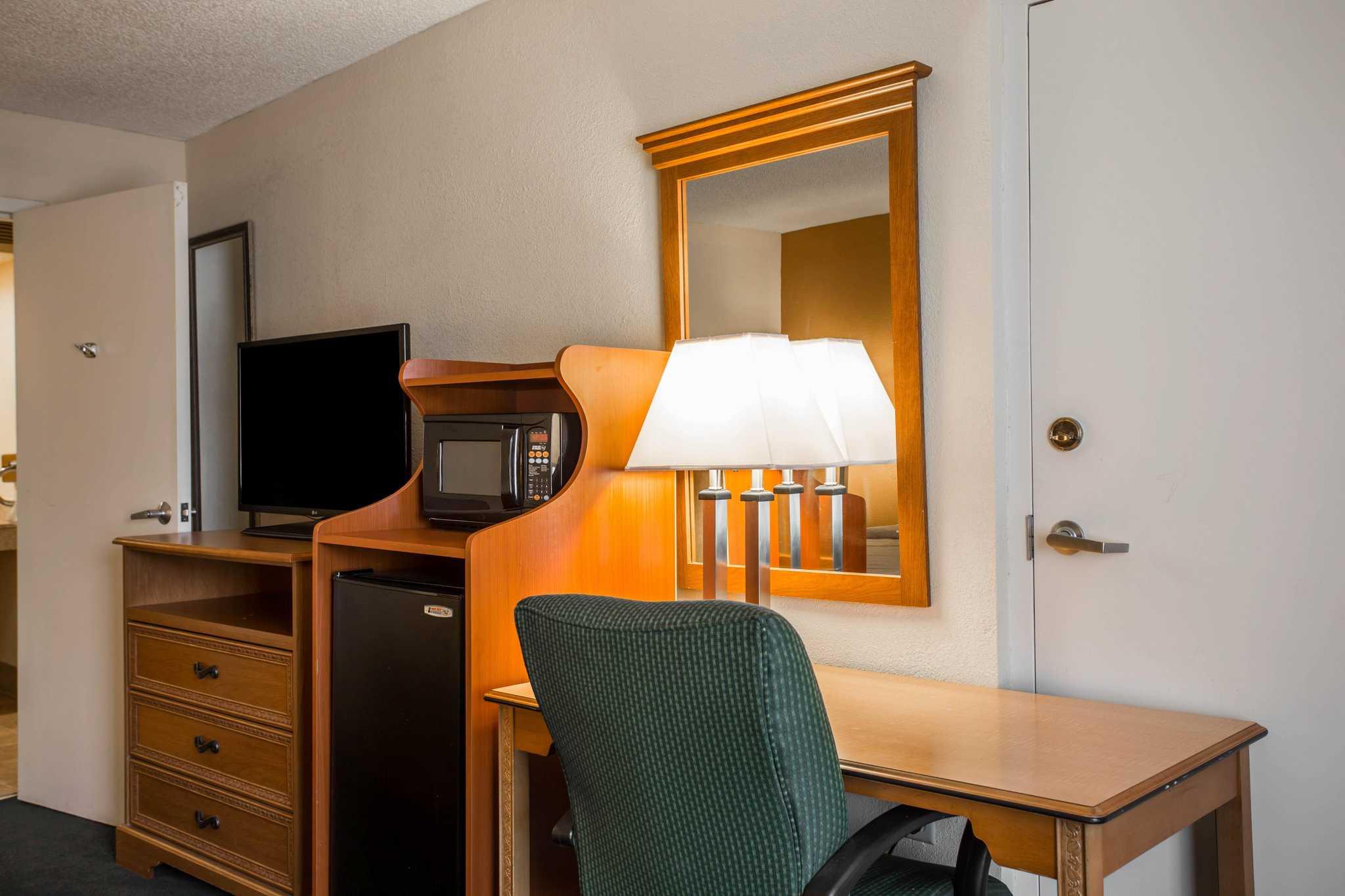 Quality Inn image 8