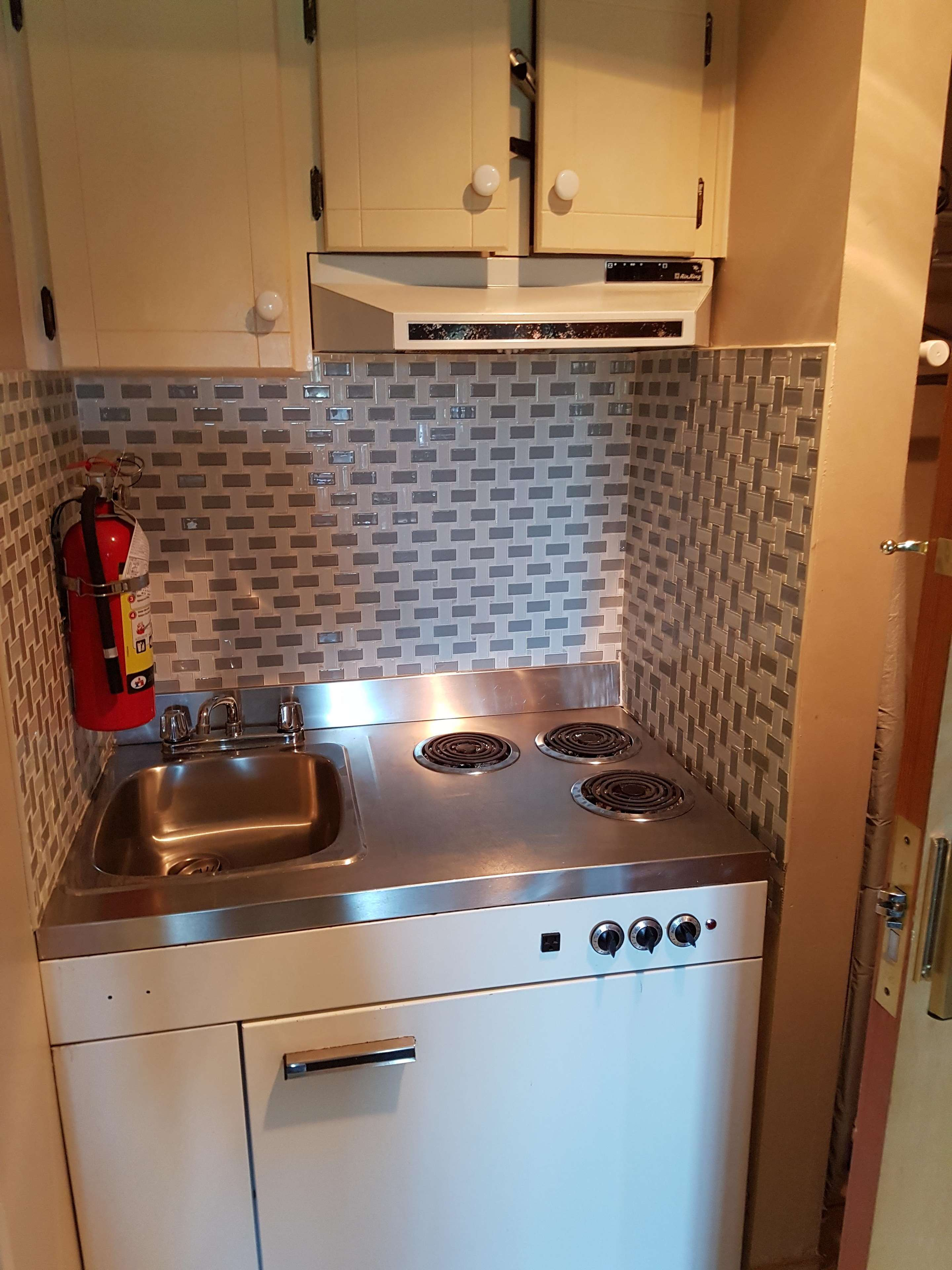 SureStay Plus Hotel by Best Western Coquitlam in Coquitlam: 2 Queen Suite Kitchenette