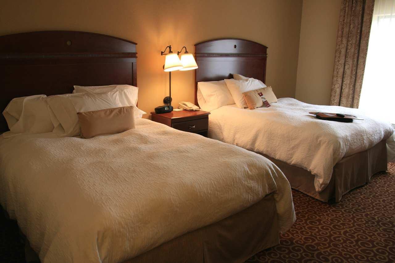 Hampton Inn & Suites Alexandria image 16
