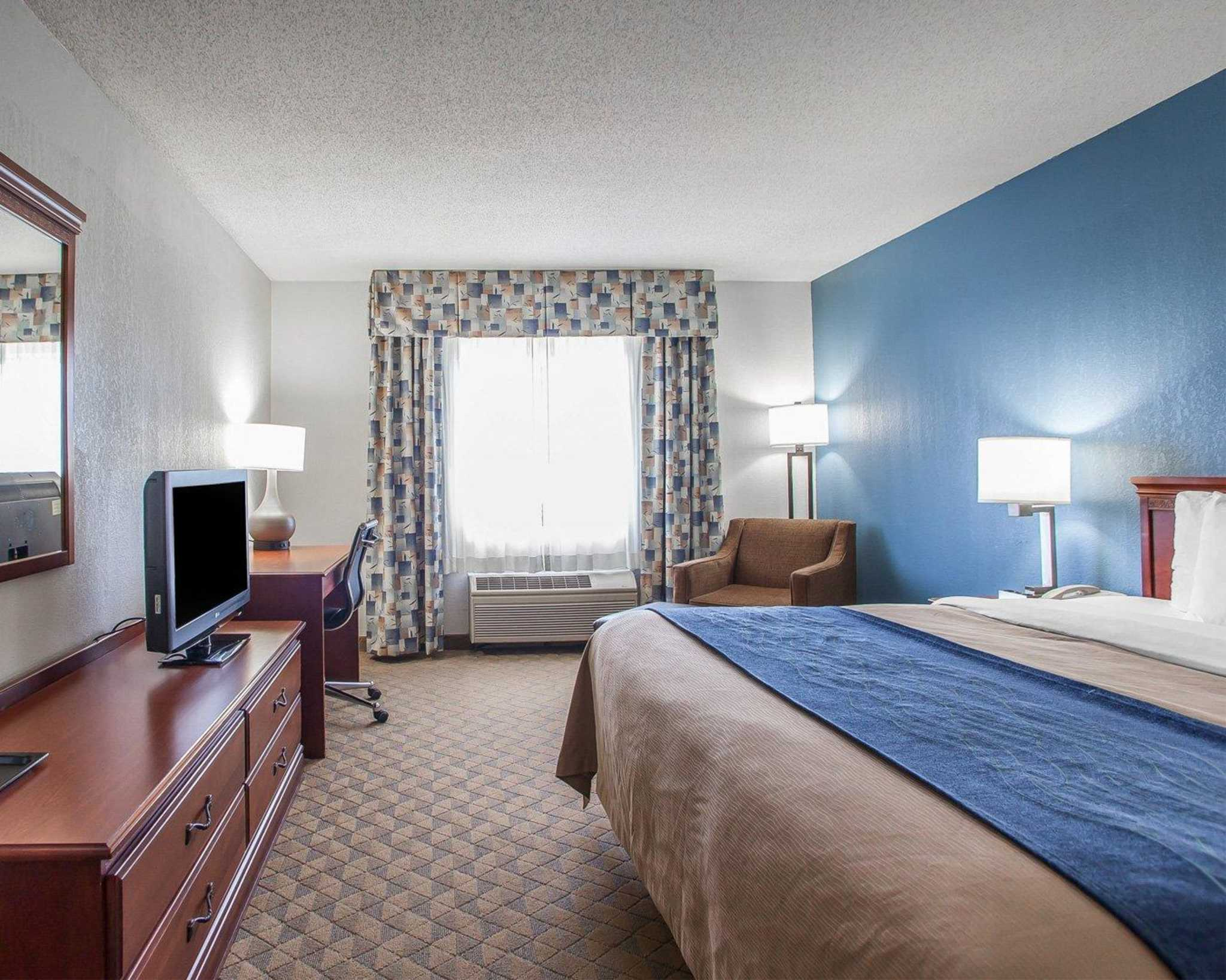 Comfort Inn & Suites Lees Summit -Kansas City image 0