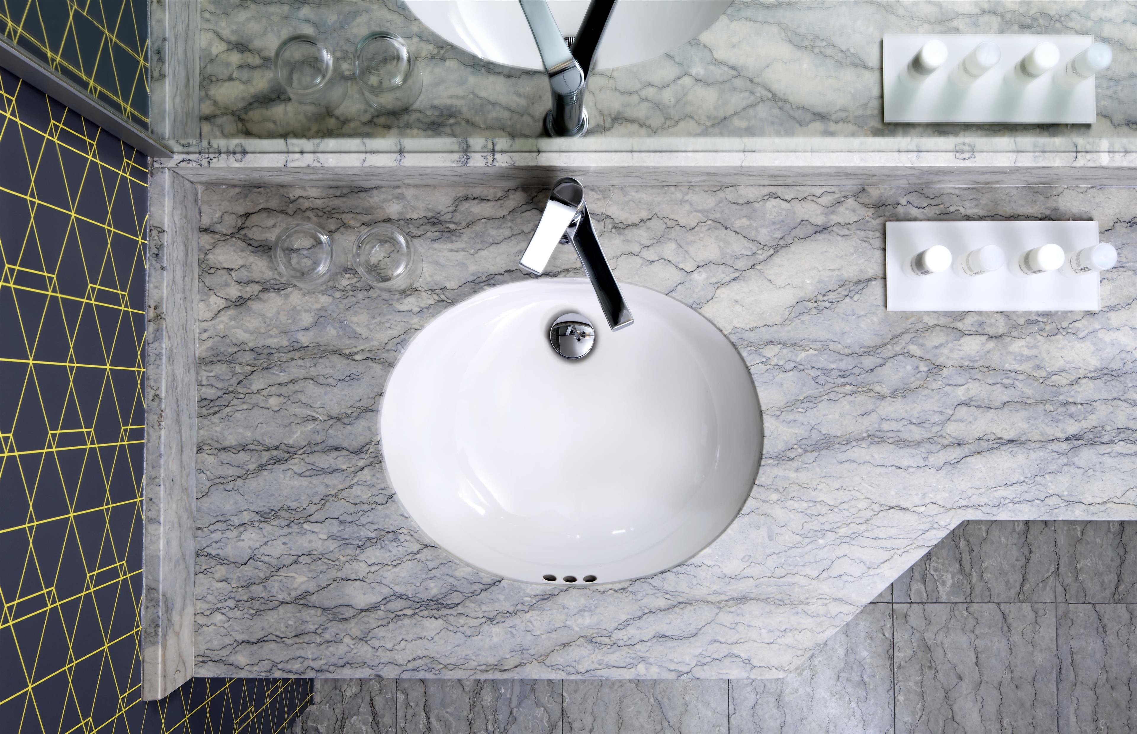 Le Méridien Versailles à Montreal: Guest Bathroom