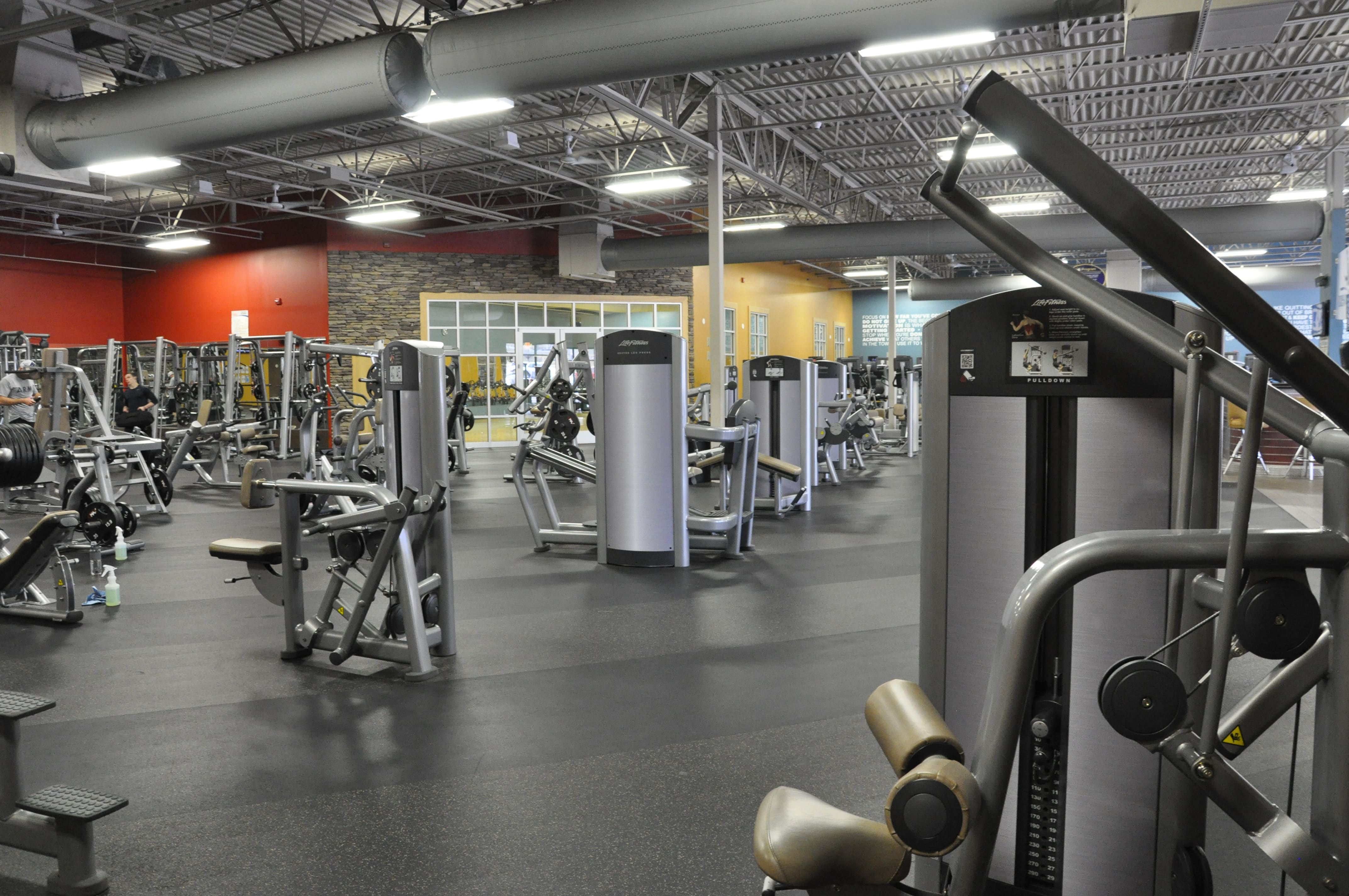 Club Fitness image 3