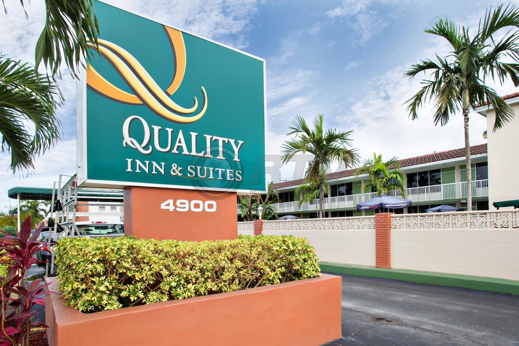 Quality inn suites hollywood boulevard cruise port hotel for Quality hotel