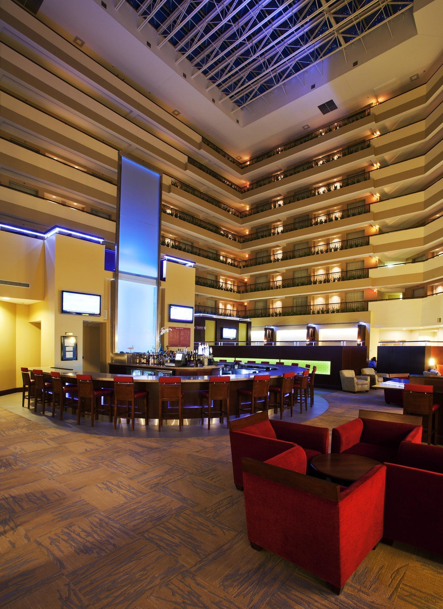 Embassy Suites by Hilton Detroit Troy Auburn Hills image 7