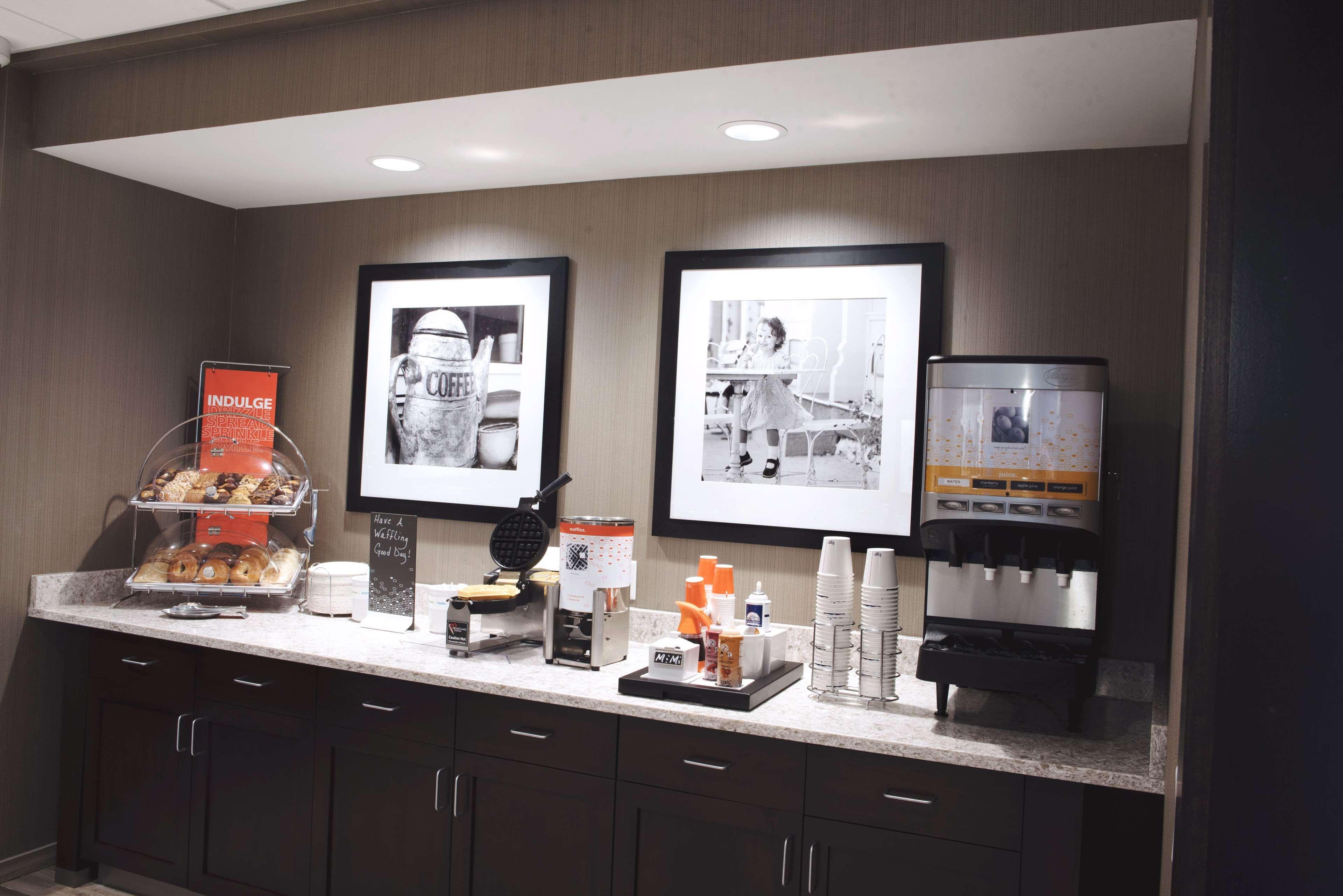 Hampton Inn & Suites Des Moines/Urbandale image 15