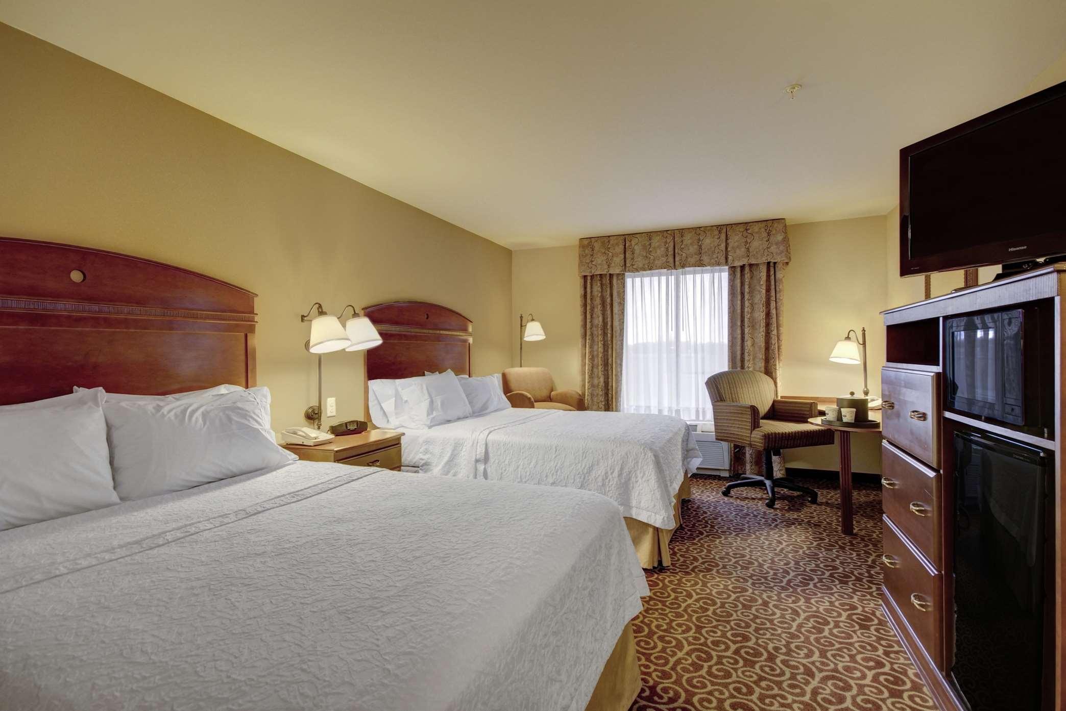Hampton Inn & Suites Alexandria image 37