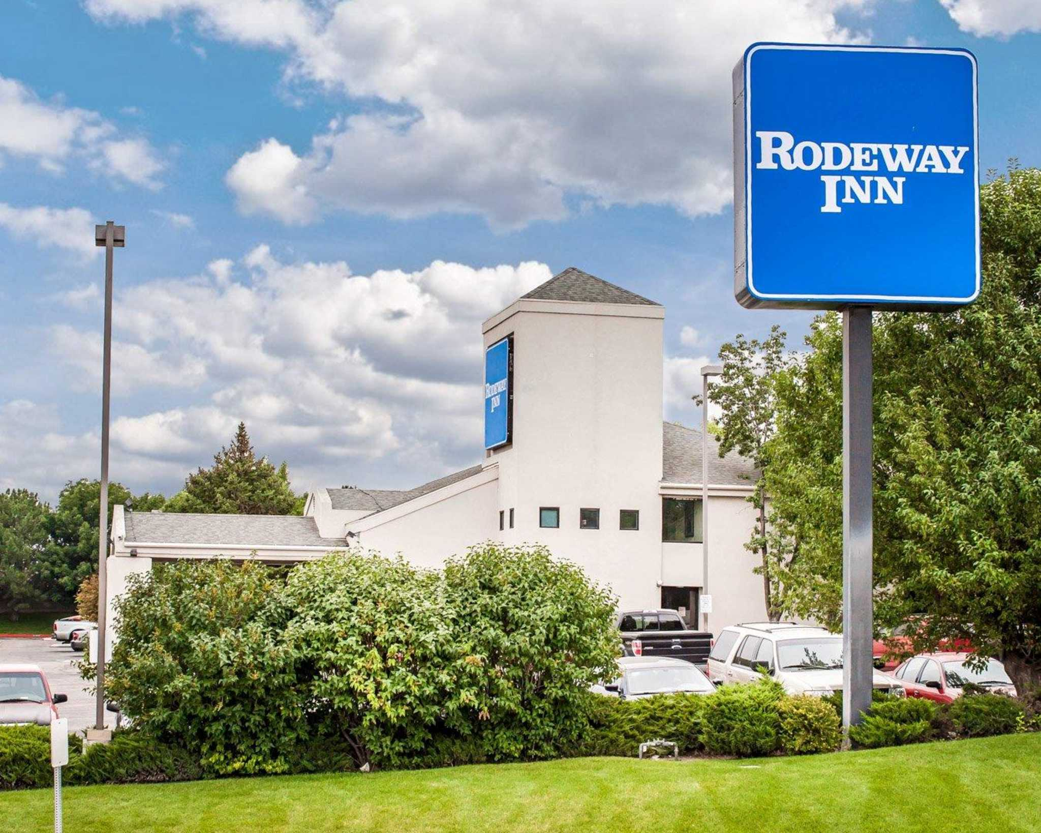 Rodeway Inn Airport image 7