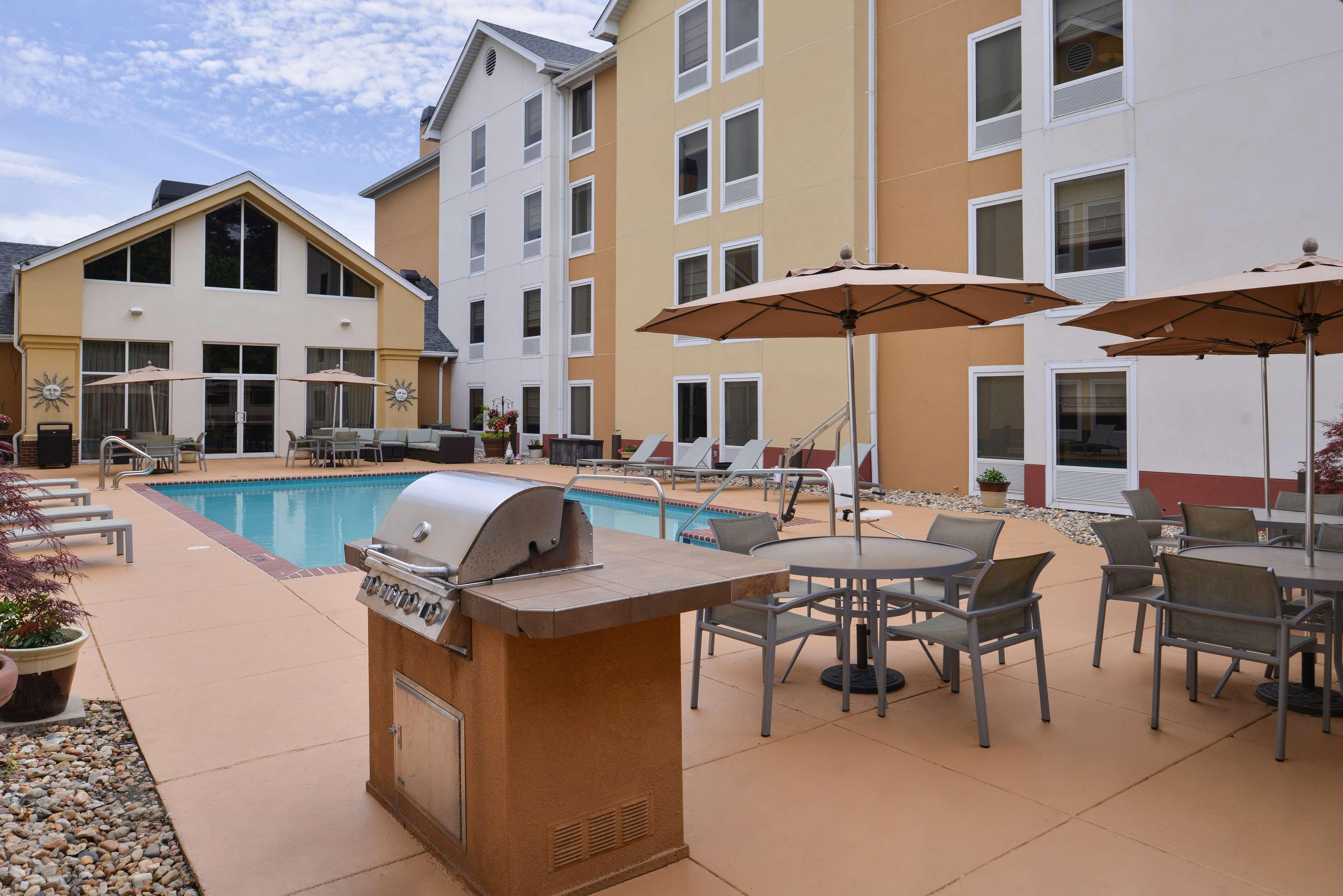 Hampton Inn & Suites Newport News (Oyster Point) image 3