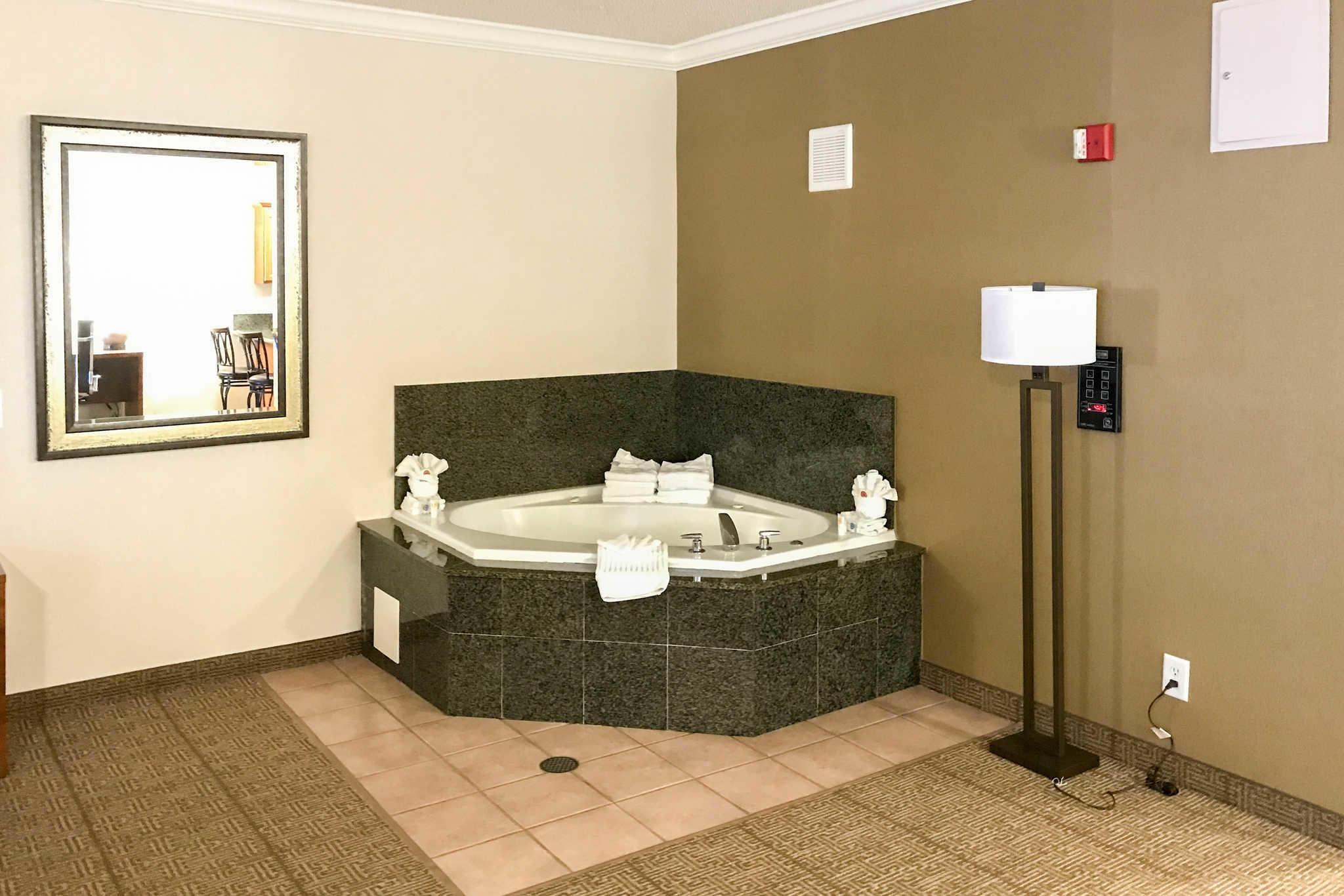 Comfort Suites Near Six Flags Magic Mountain image 23