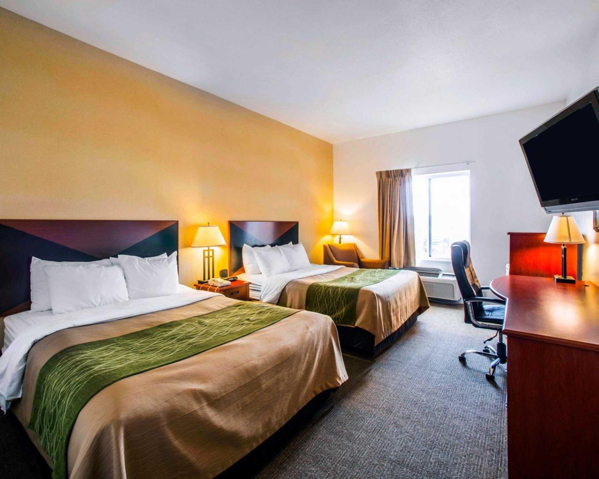Comfort Inn & Suites Greenville I-70 image 21