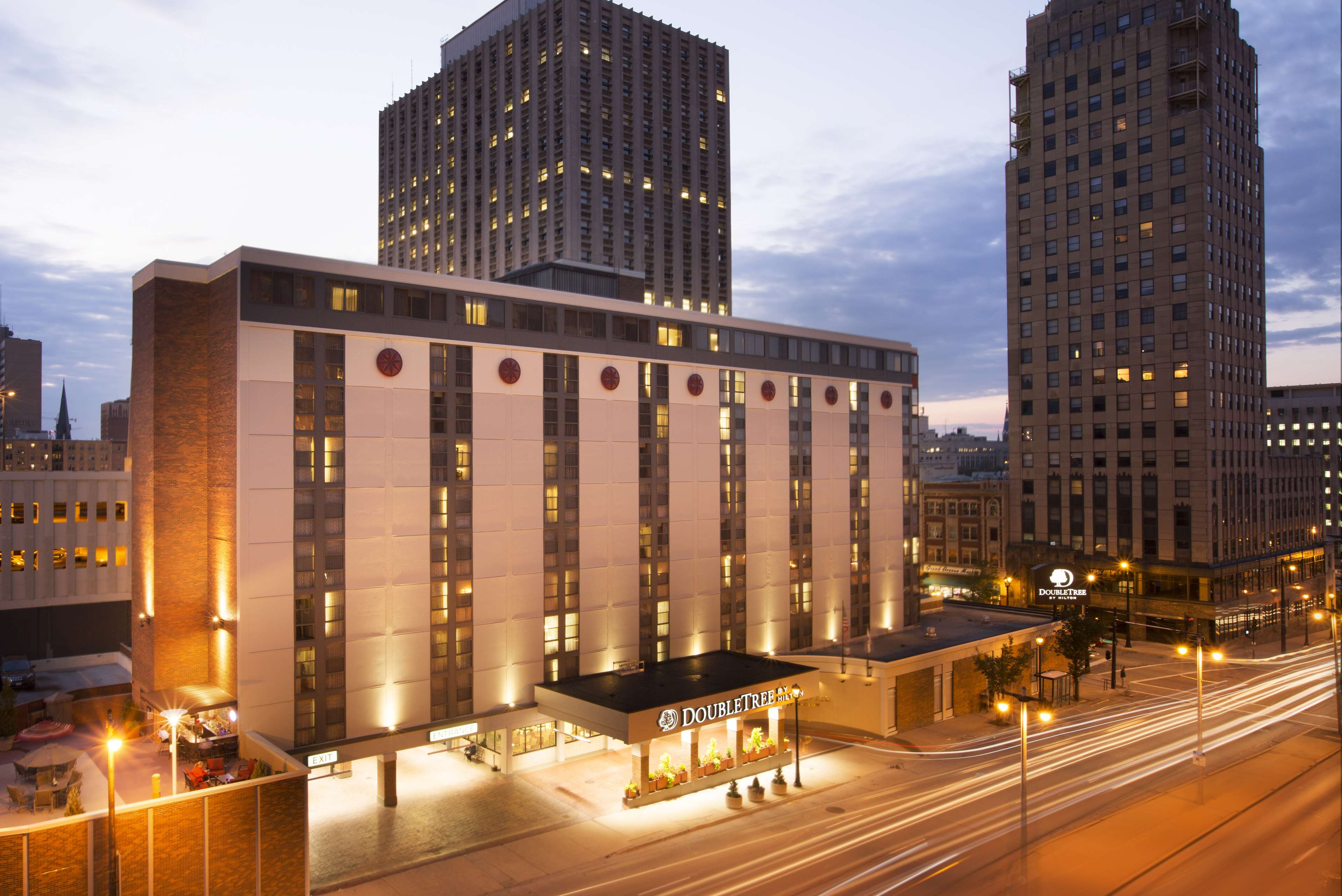 DoubleTree by Hilton Hotel Milwaukee Downtown image 0