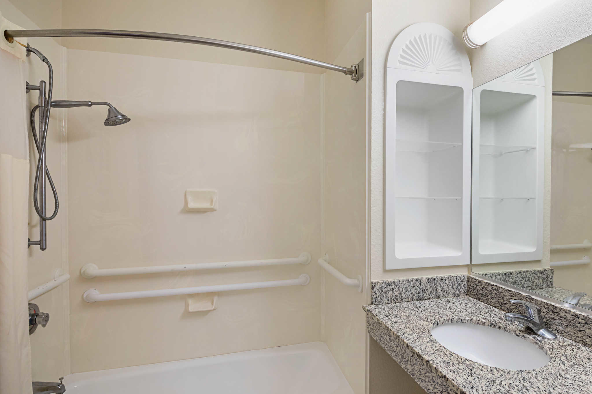 Quality Inn & Suites image 25