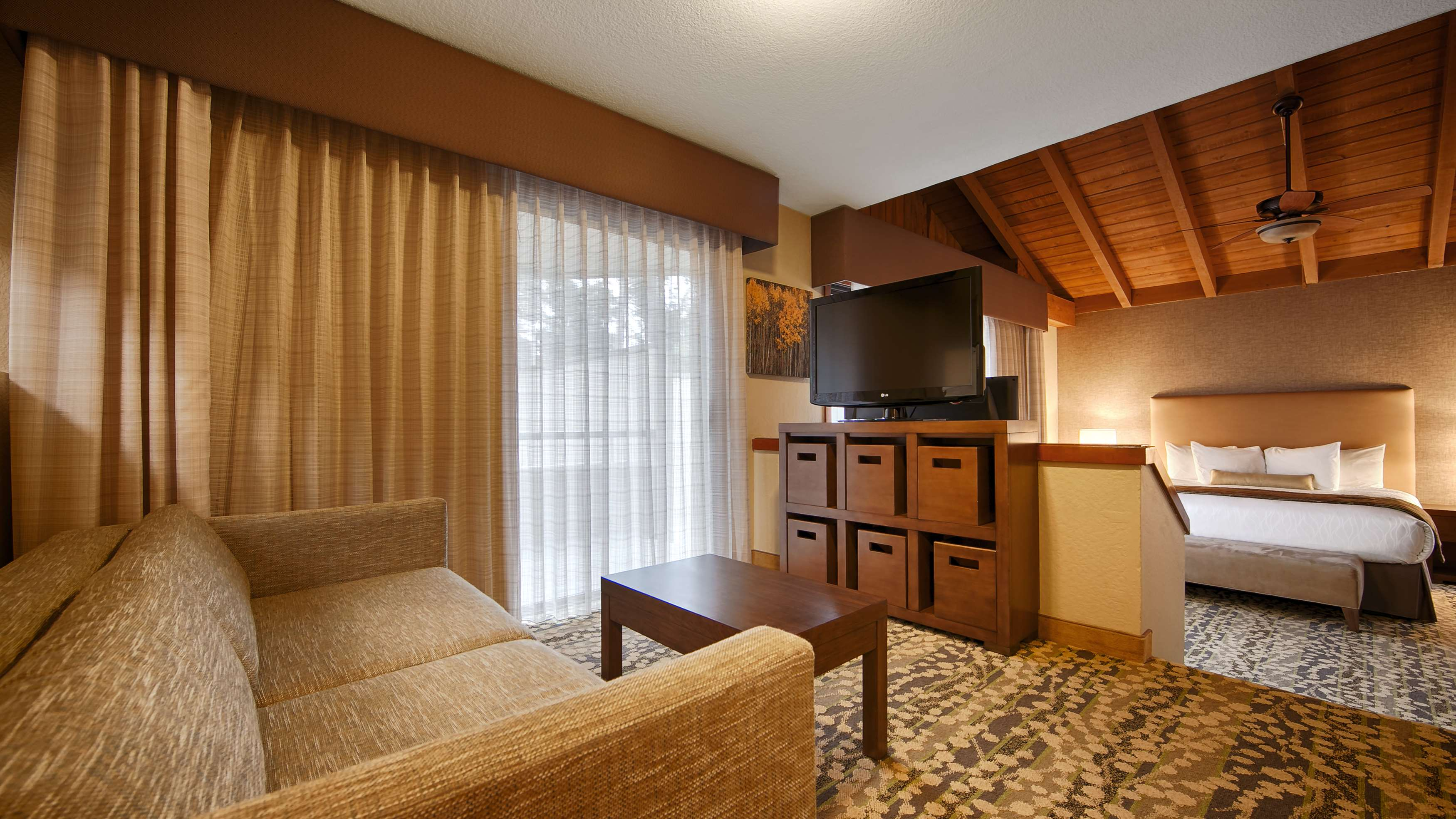 Best Western The Inn & Suites Pacific Grove image 17