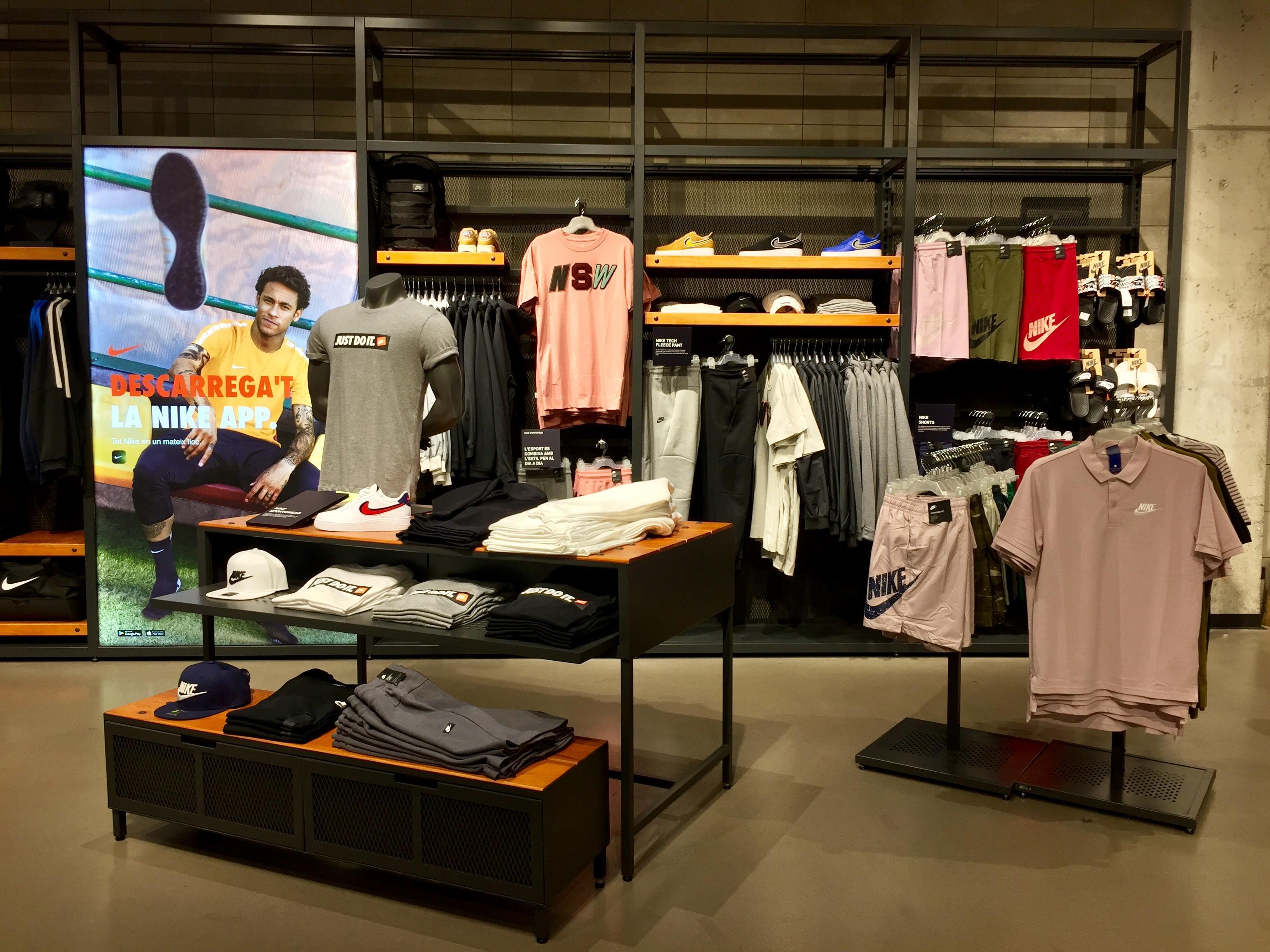 Páginas Nike Deporte Ropa Maquinista Store Amarillas De qZX4Uw8xFX ... 439f5e67c39eb