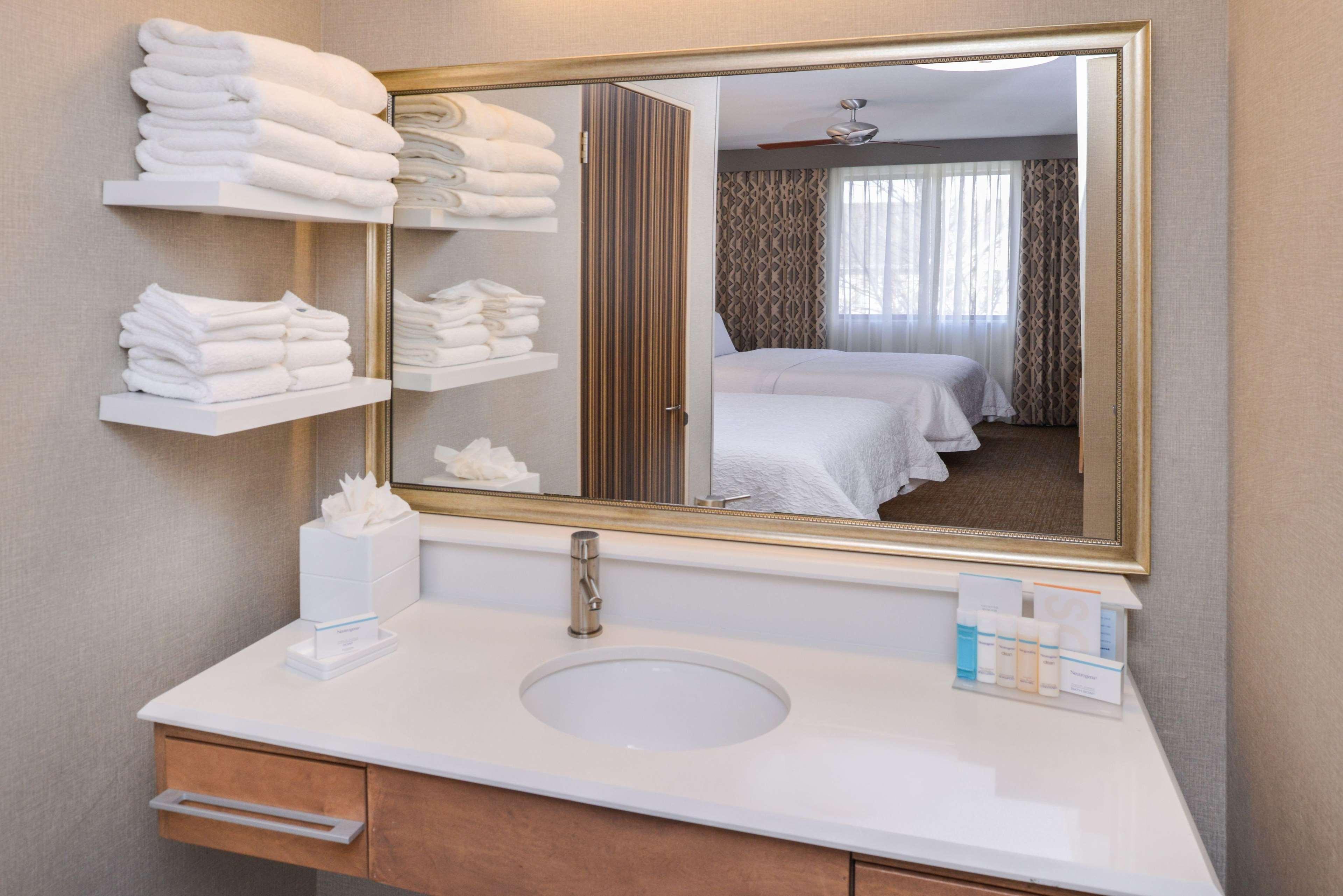 Hampton Inn & Suites Denver-Speer Boulevard image 17