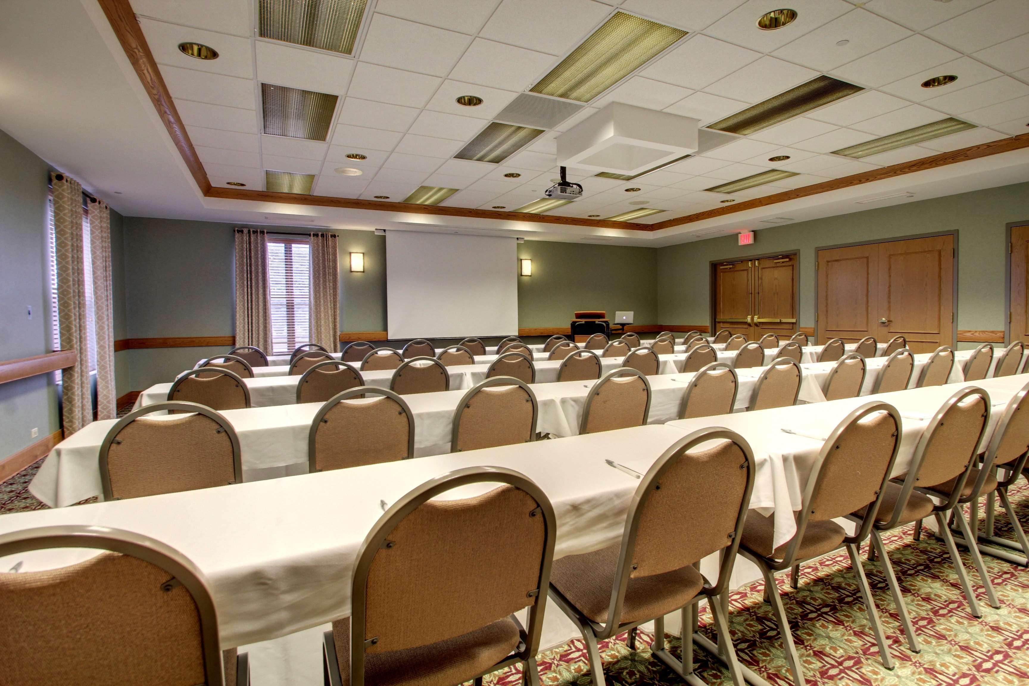 Hampton Inn & Suites Chicago/Aurora image 33
