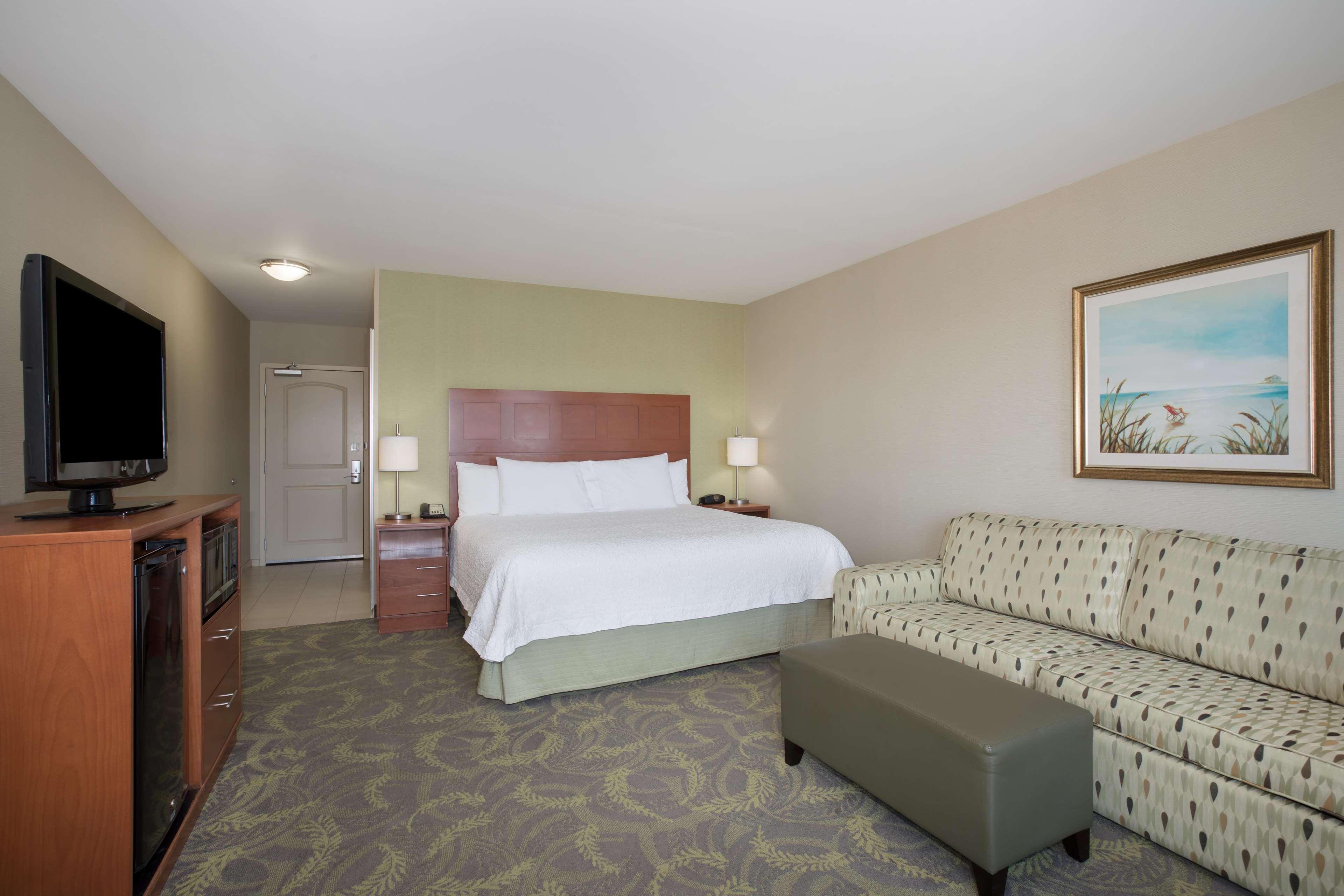 Hampton Inn & Suites Astoria image 69