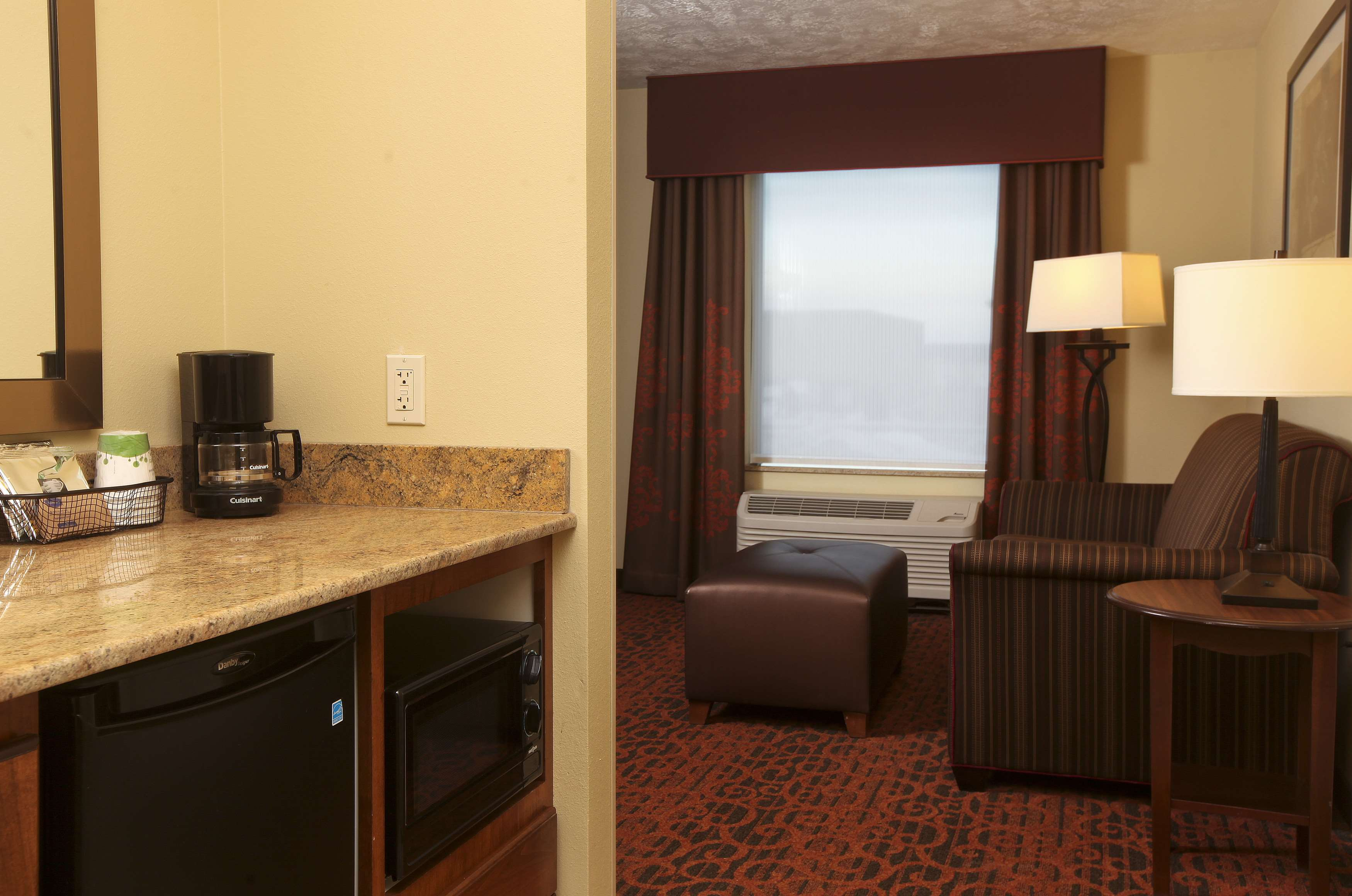 Hampton Inn & Suites Fargo image 16