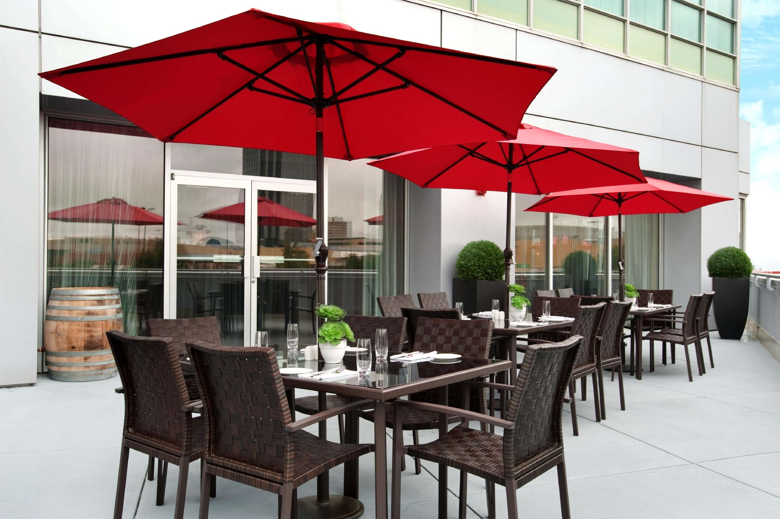 Hilton Vancouver Metrotown in Burnaby: Reflect Terrace