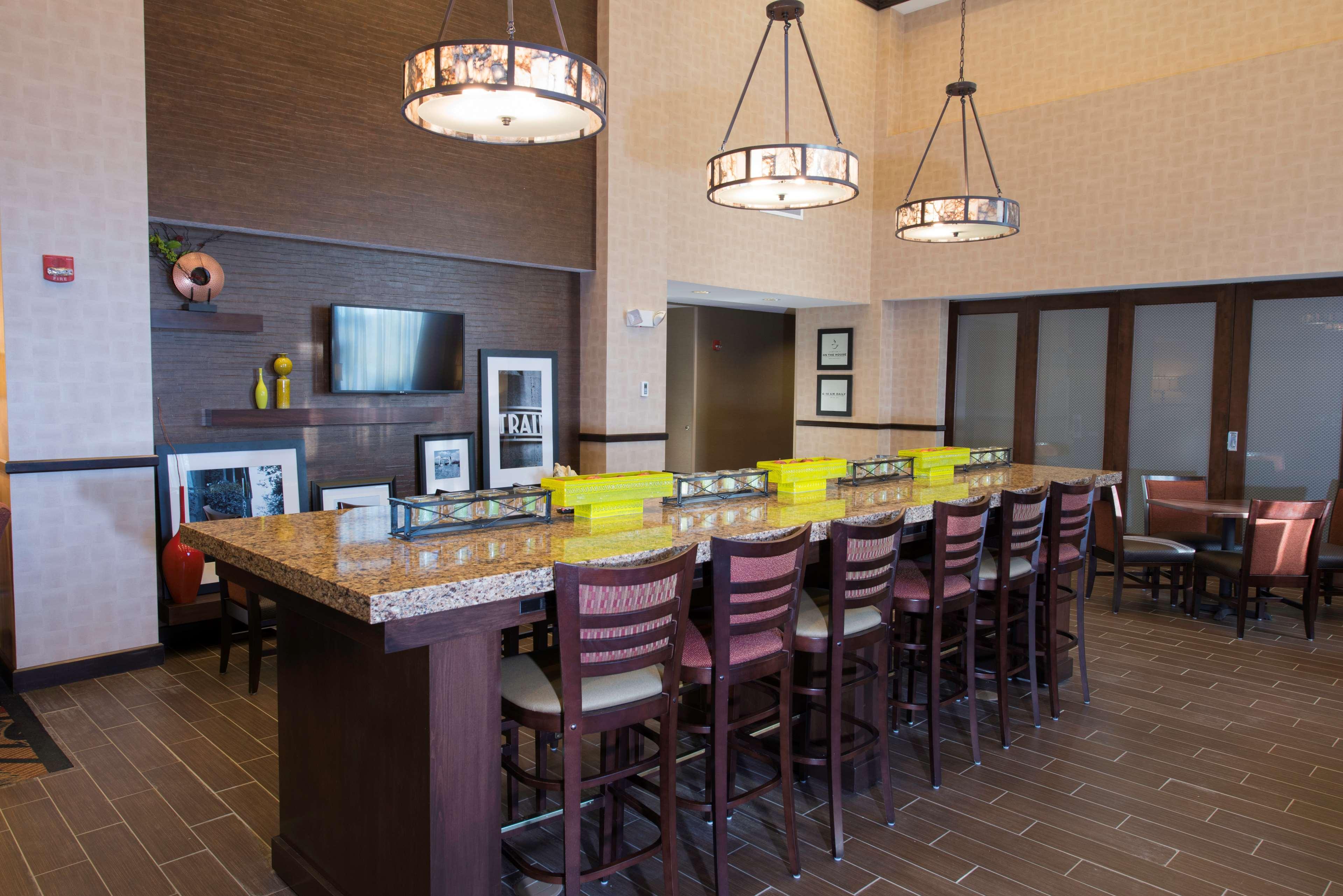 Hampton Inn & Suites Bismarck Northwest