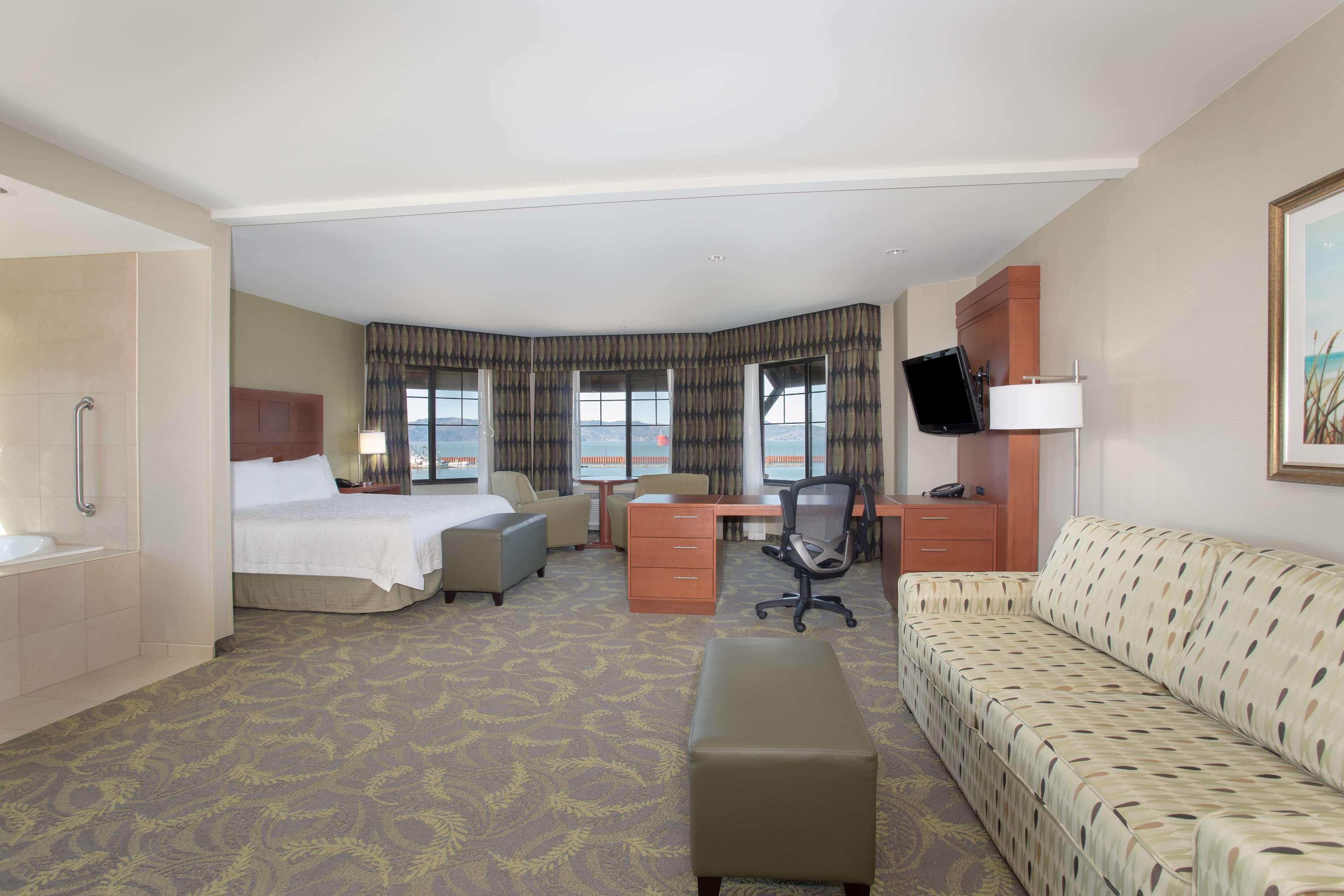 Hampton Inn & Suites Astoria image 68