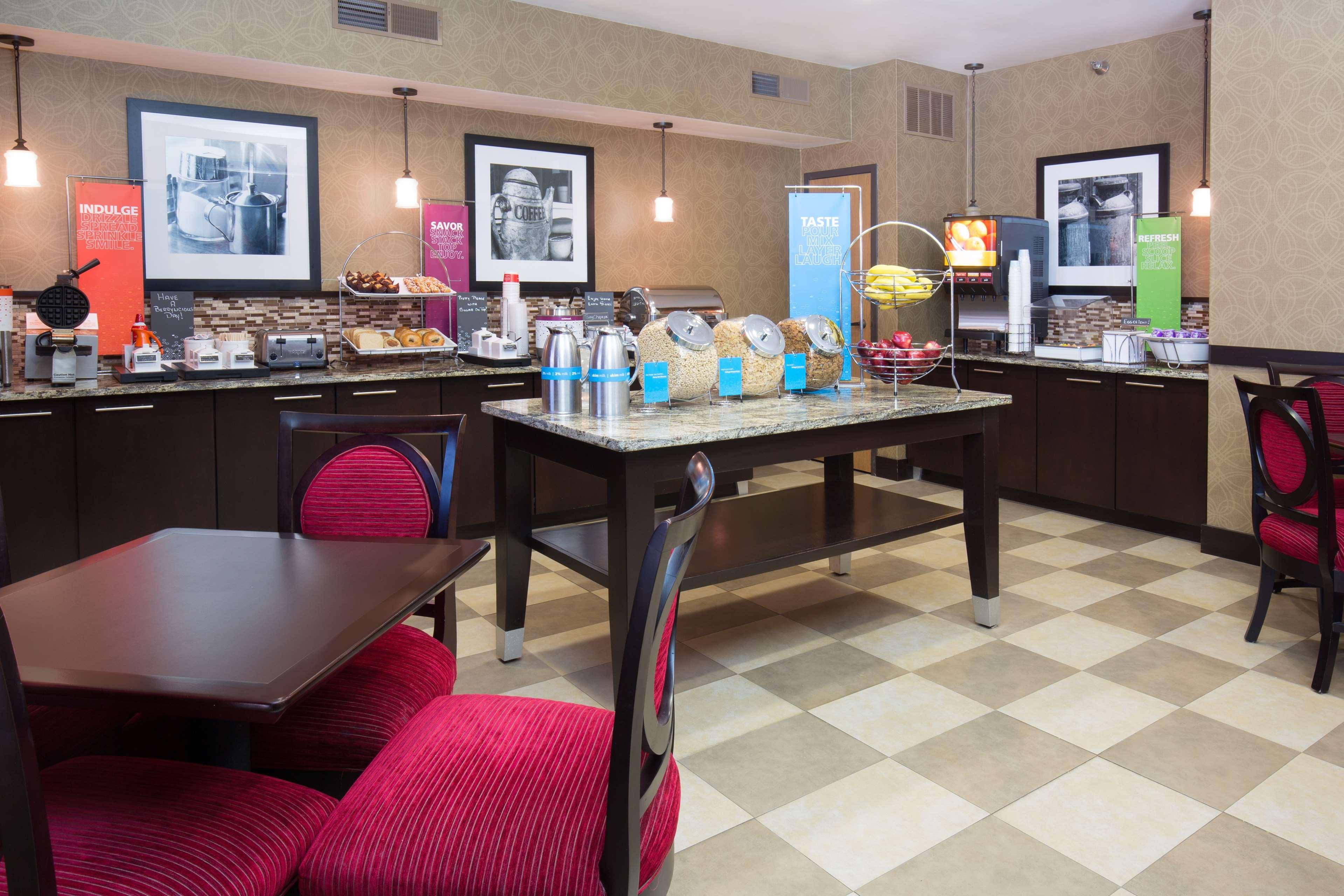 Hampton Inn & Suites Ft. Wayne-North image 9