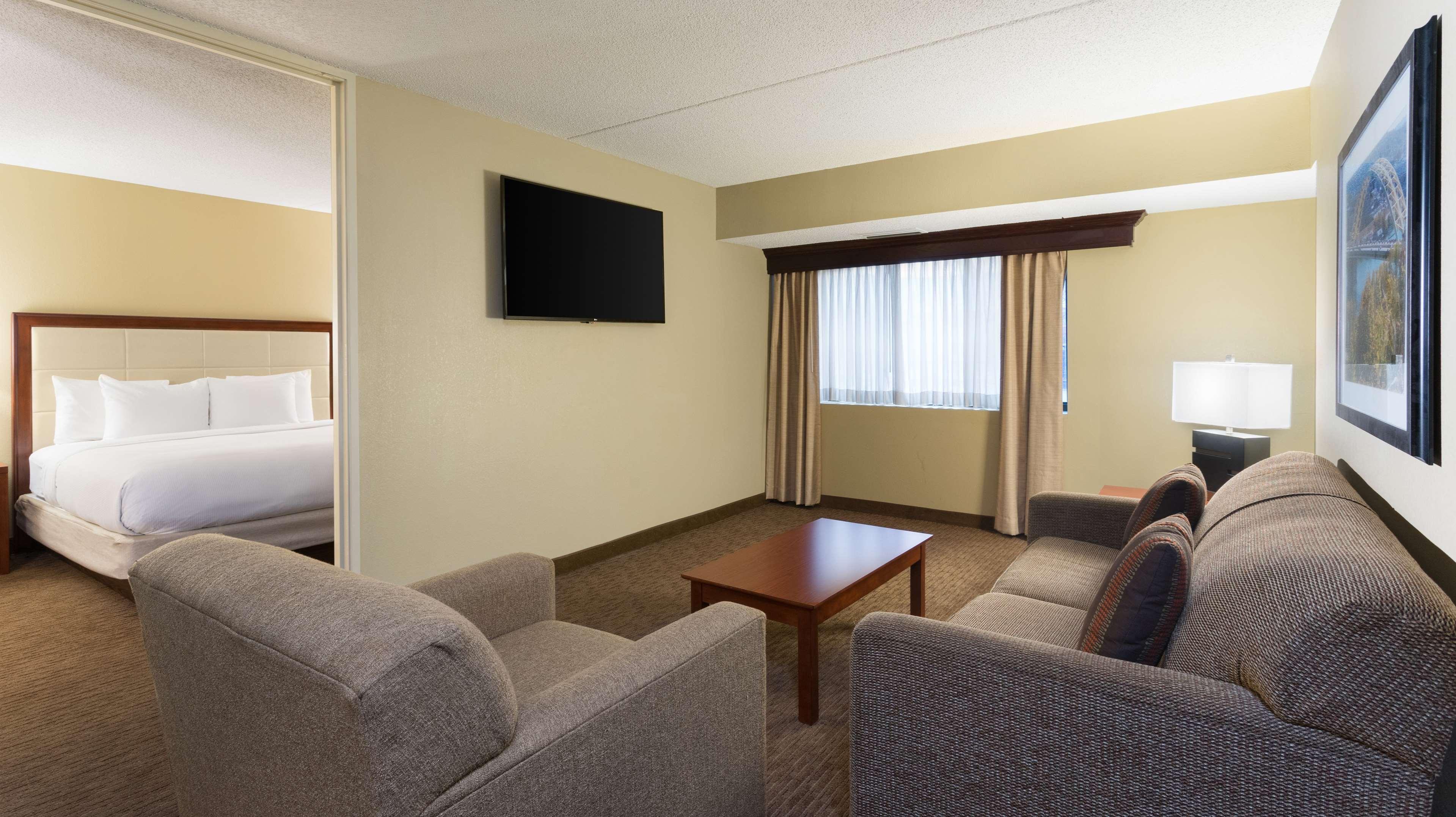 DoubleTree Suites by Hilton Hotel Cincinnati - Blue Ash image 31