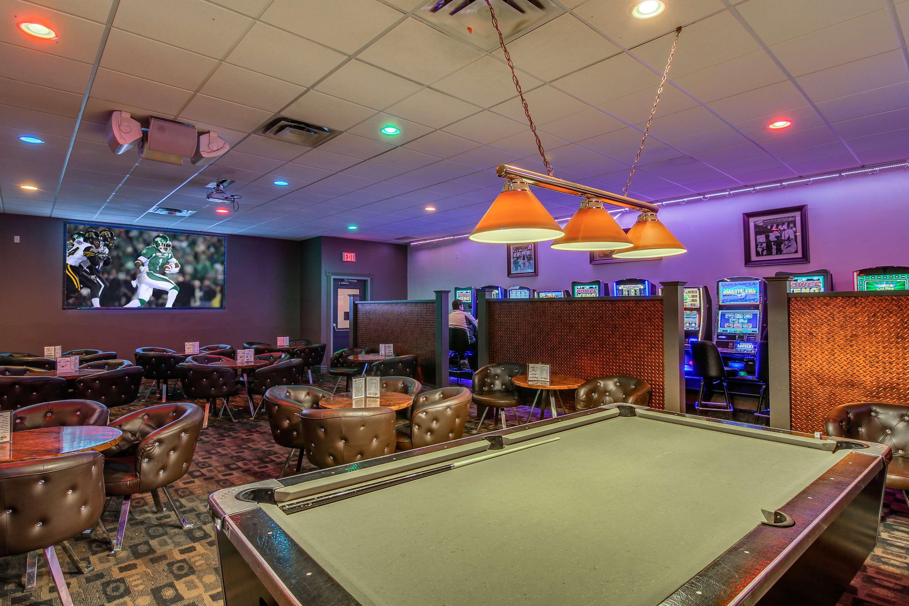 Best Western Marquis Inn & Suites in Prince Albert: Bailey's Lounge
