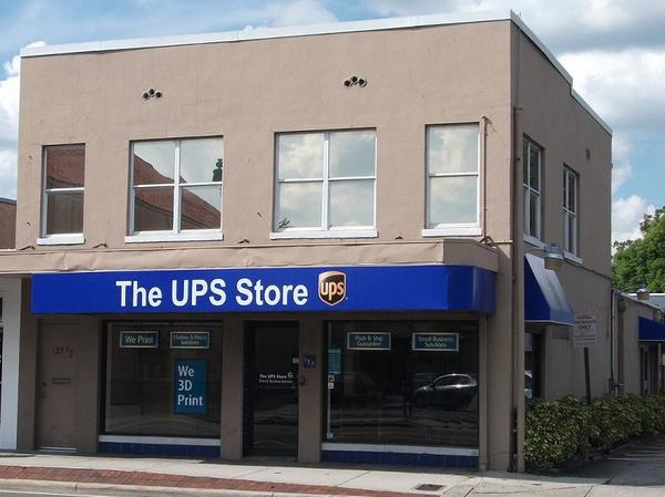 Facade of The UPS Store Winter Park