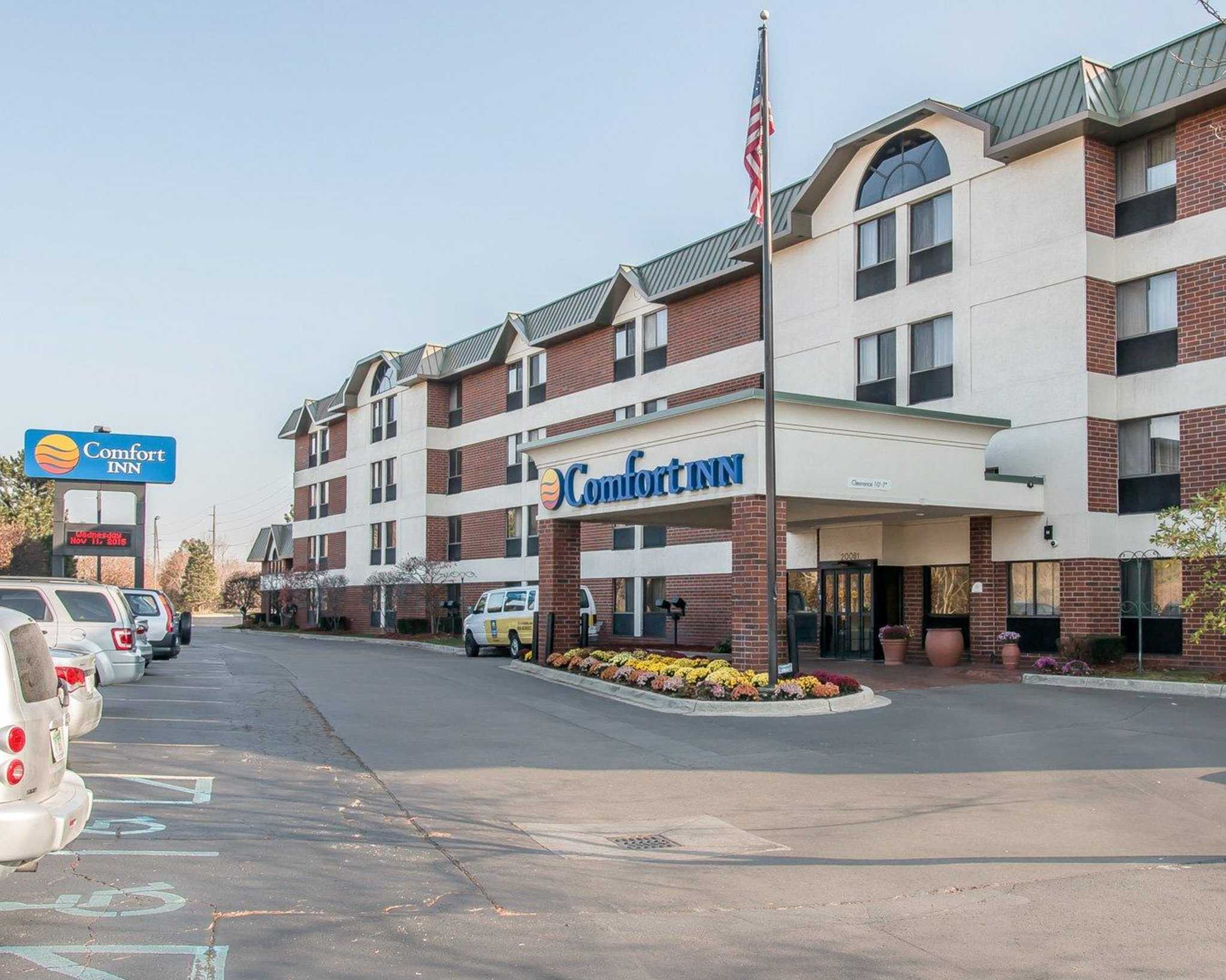 Comfort inn near greenfield village dearborn michigan mi for Big fish dearborn mi