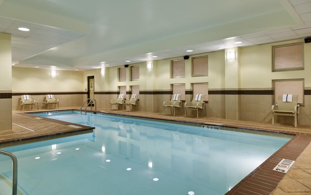 hampton inn suites national harbor alexandria area in. Black Bedroom Furniture Sets. Home Design Ideas