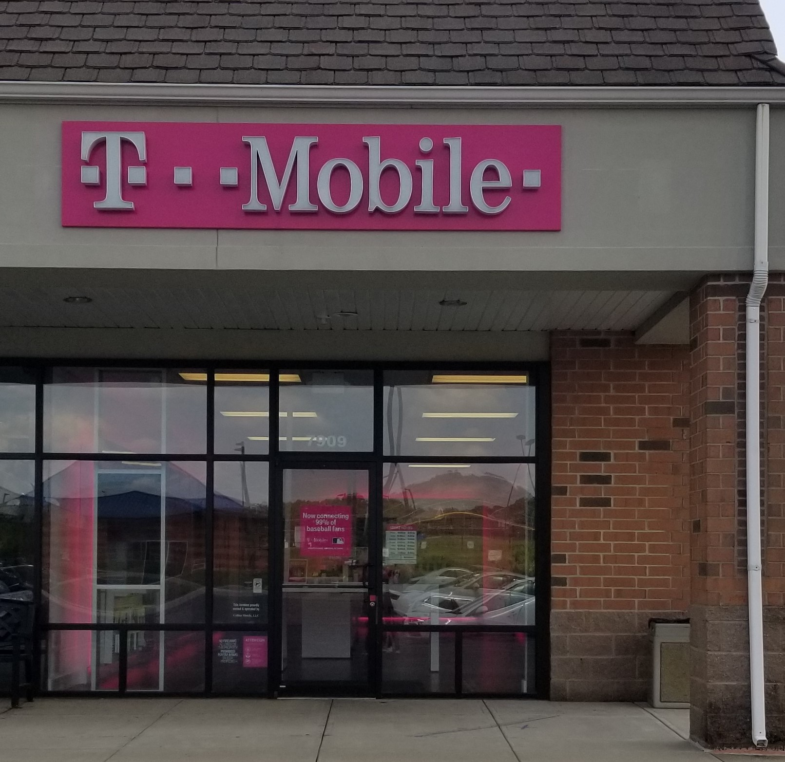 T-Mobile Store at 7 Refugee Rd, Pickerington, OH  T-Mobile
