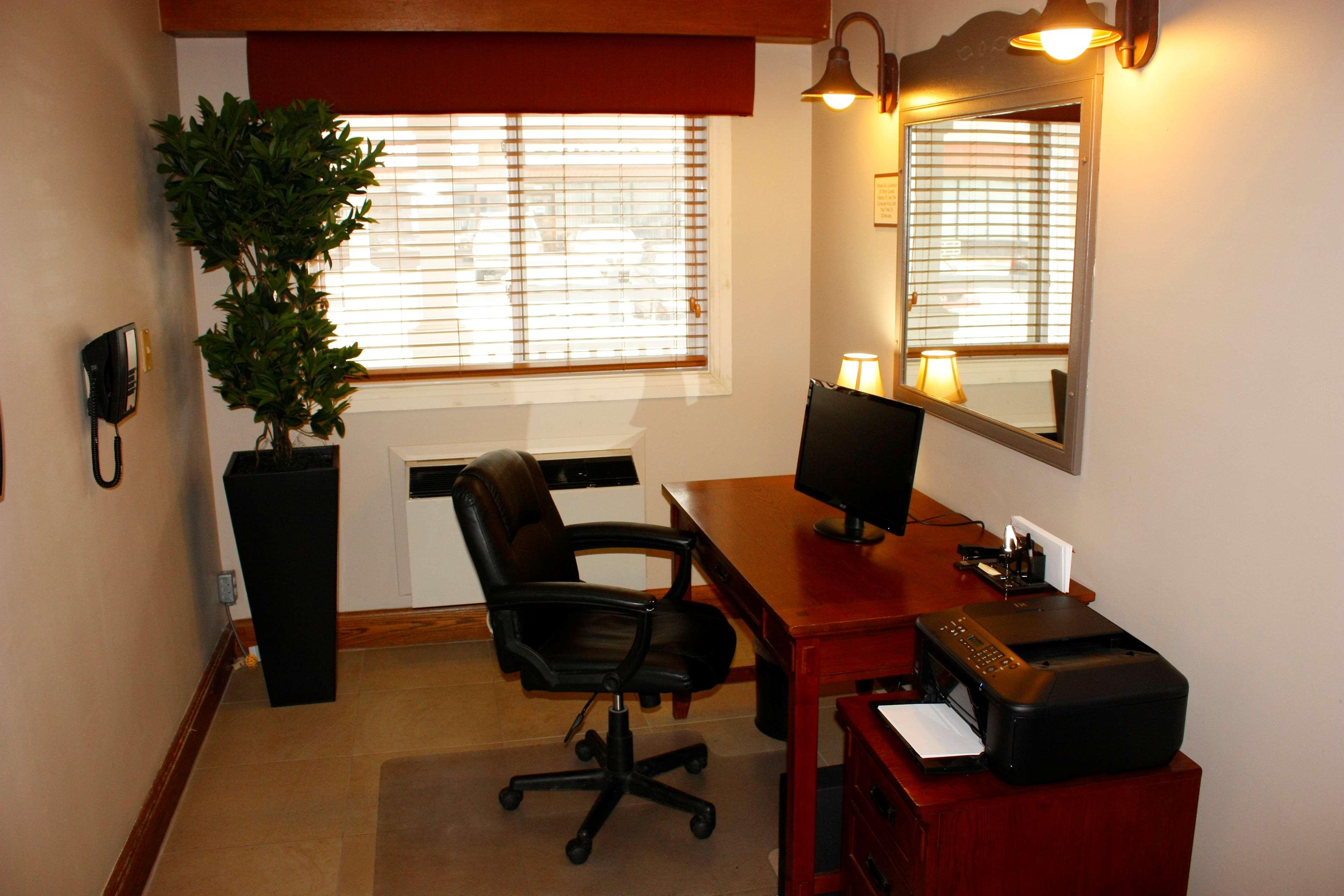 Country Inn & Suites by Radisson, Saskatoon, SK in Saskatoon: Business Centre