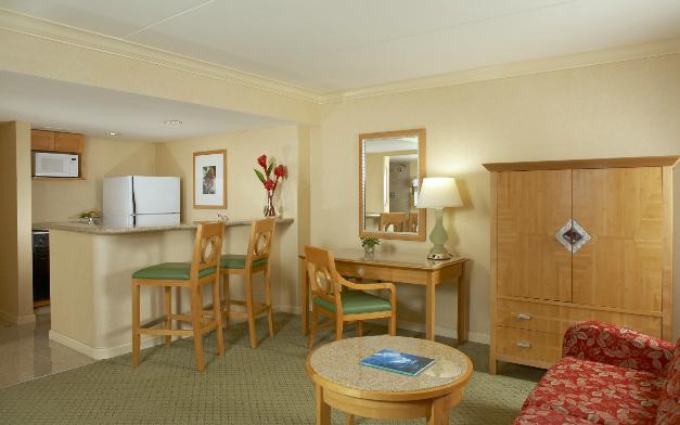 Aqua Ilikai Hotel  U0026 Suites  Honolulu Hawaii  Hi