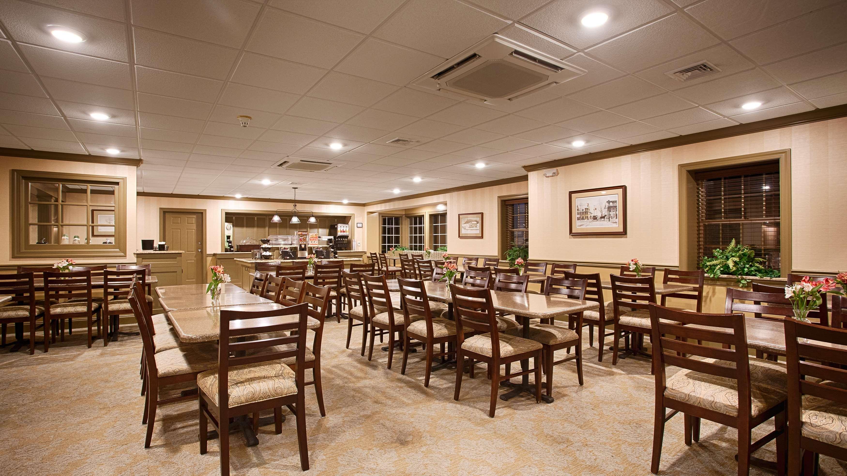 Best Western Country Cupboard Inn Fridge All Rooms