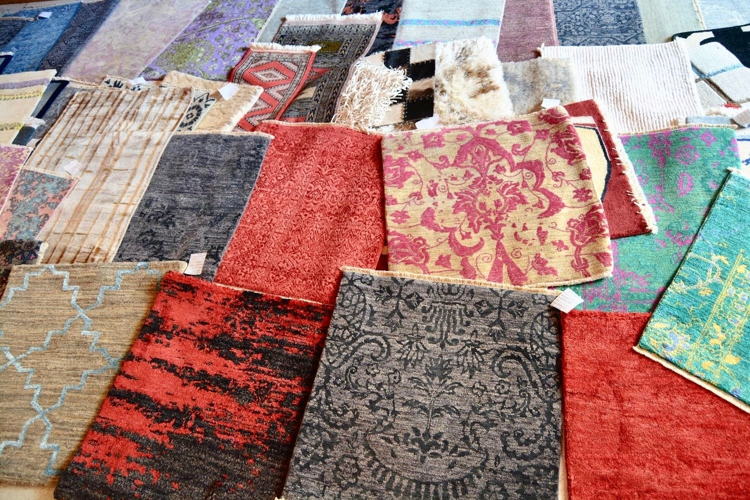 Tapis d'Orient Bashir à Montréal: Need a custom rug to beautify your interior spaces? Why not order a sample! Our team of stylists are at your disposal to assist you in selecting the right colors, styles, materials and sizes
