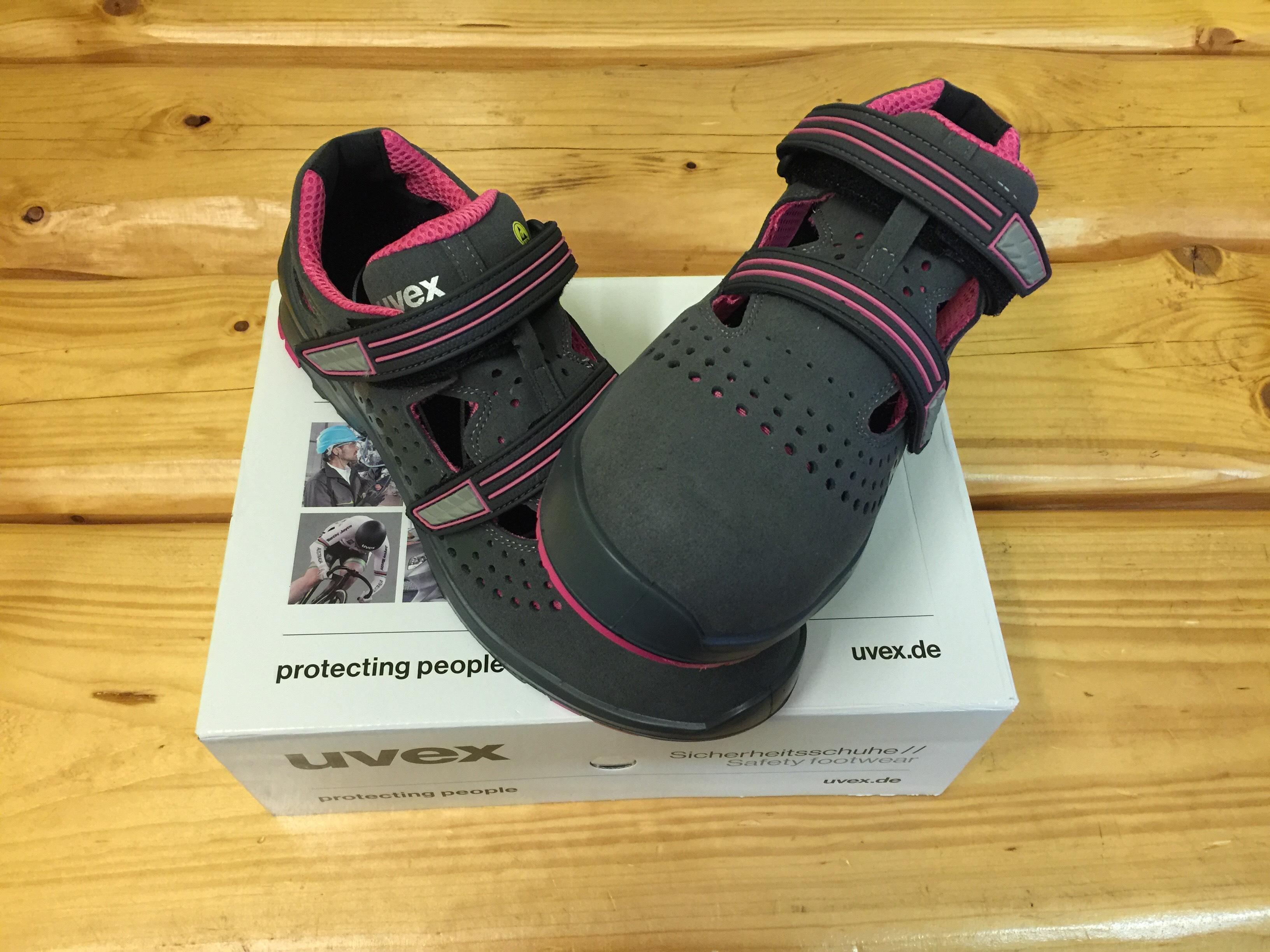 95.00. Dobierka 3.90 €. Dámske pracovné sandále S1 s bezpečnostnou špičkou  a protišmykovou podrážkou UVEX 8560 S1 SRC Ladies ce0caf8049e