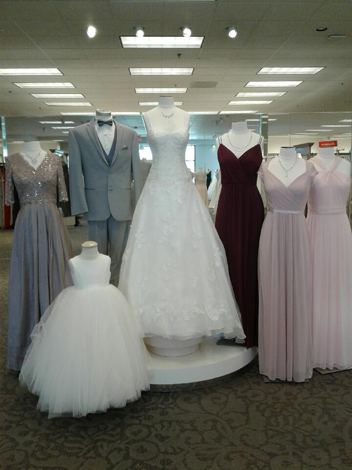 A Bridal World carries styles for many types of wedding locations, including beach and destination venues. We carry gown selections with price points from $ to $2,, so you'll be sure to find the dress of your dreams at a price your budget can afford.