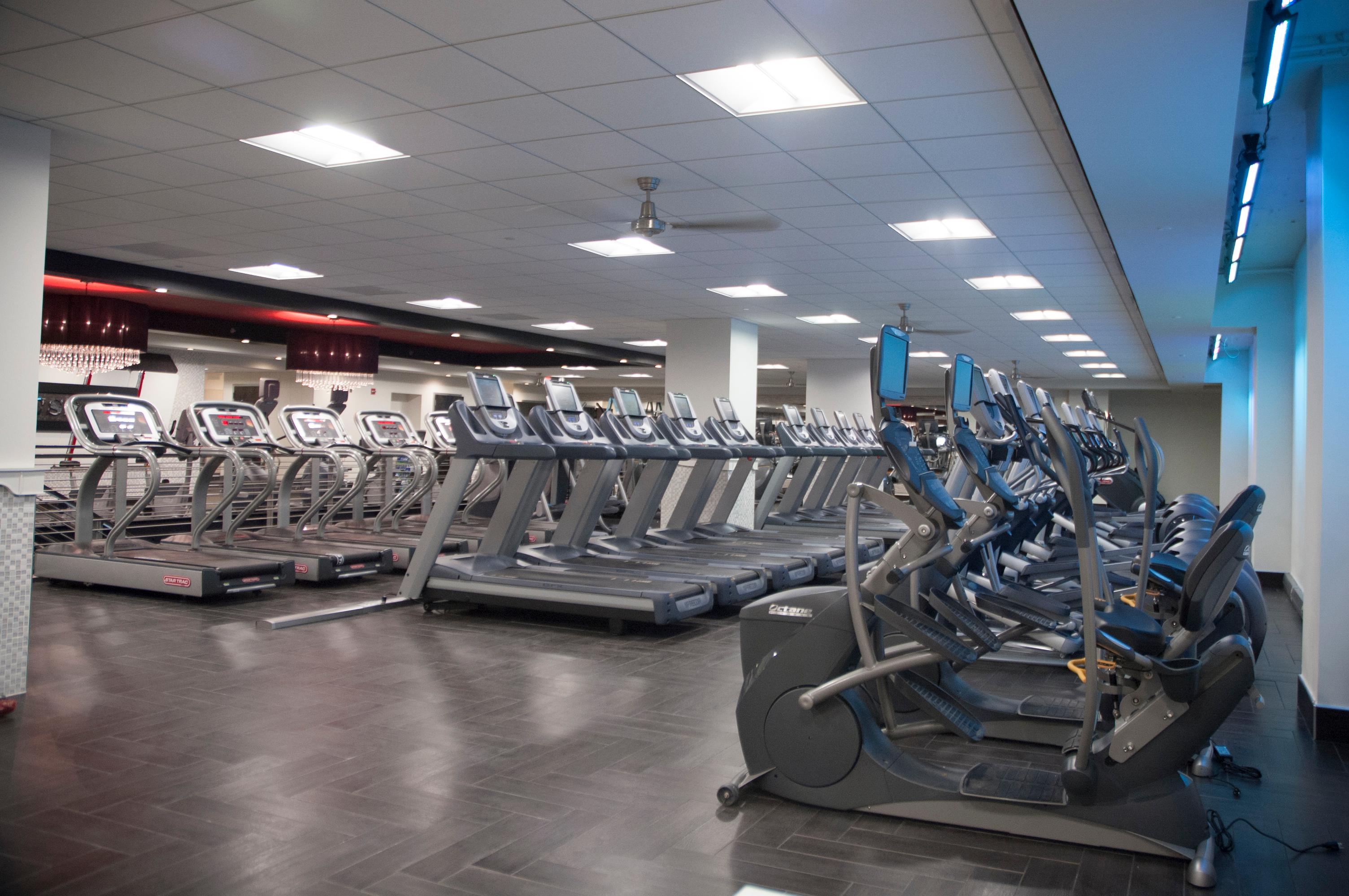 Crunch Fitness - Reston Town Center image 4
